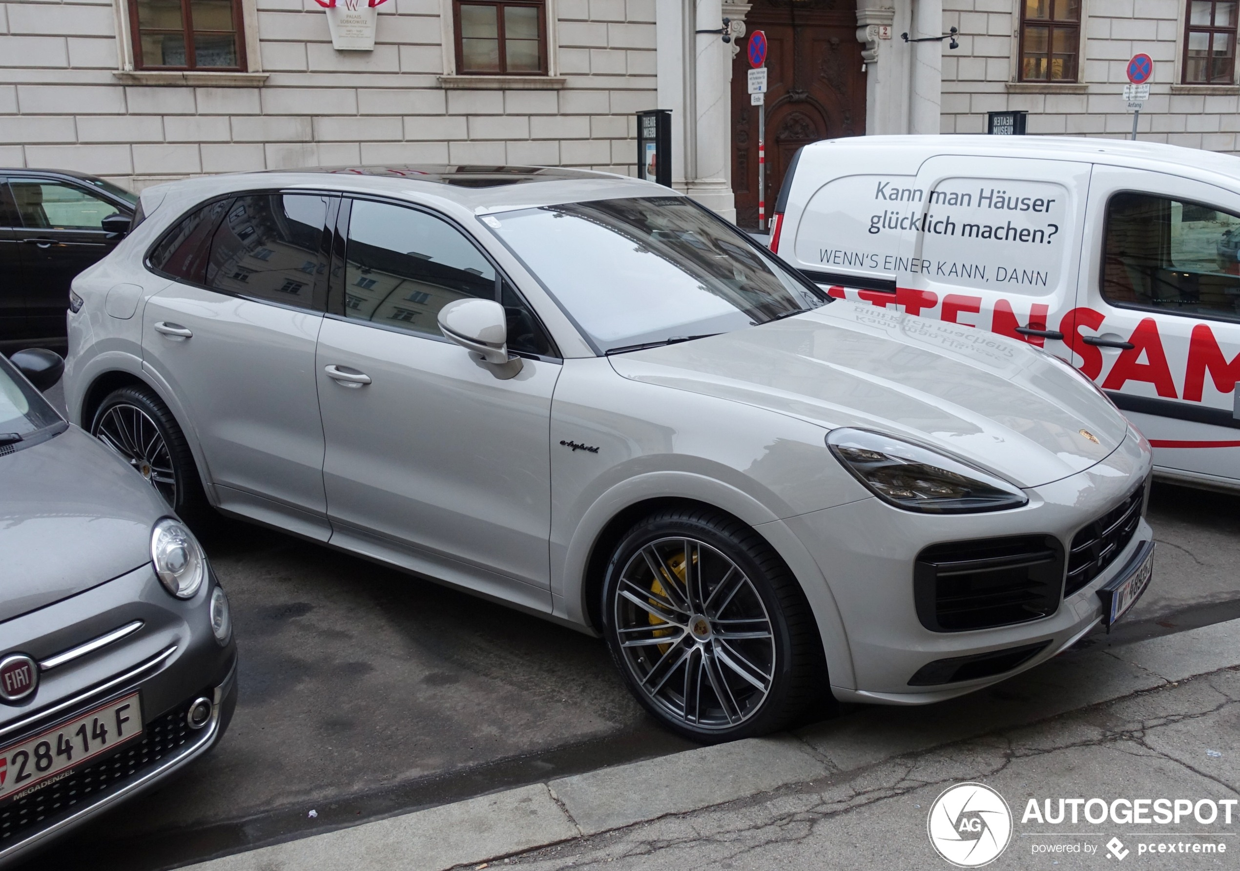 2020 Porsche Cayenne Turbo S Photos