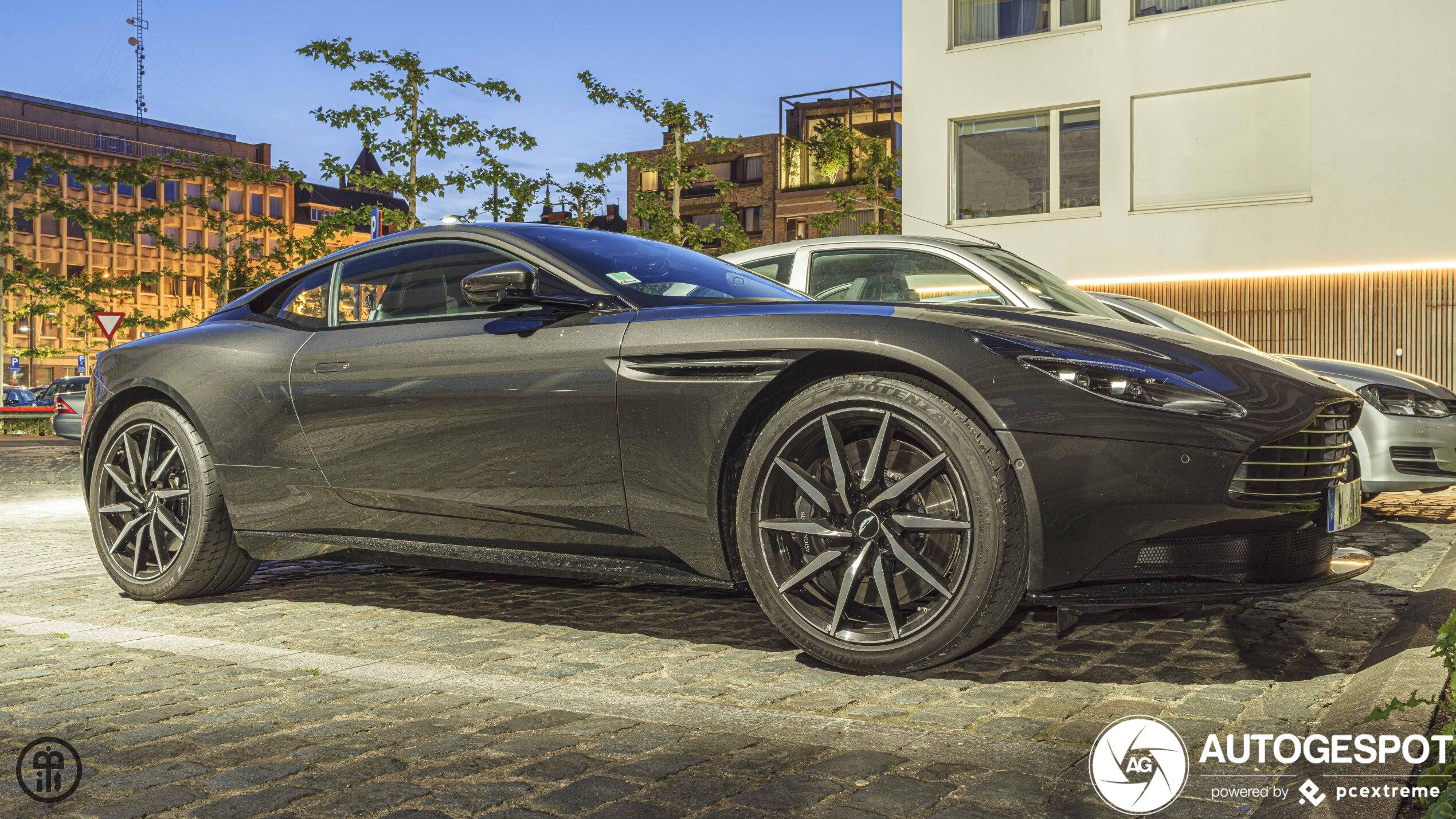 Aston Martin Db11 V8 20 Januar 2020 Autogespot