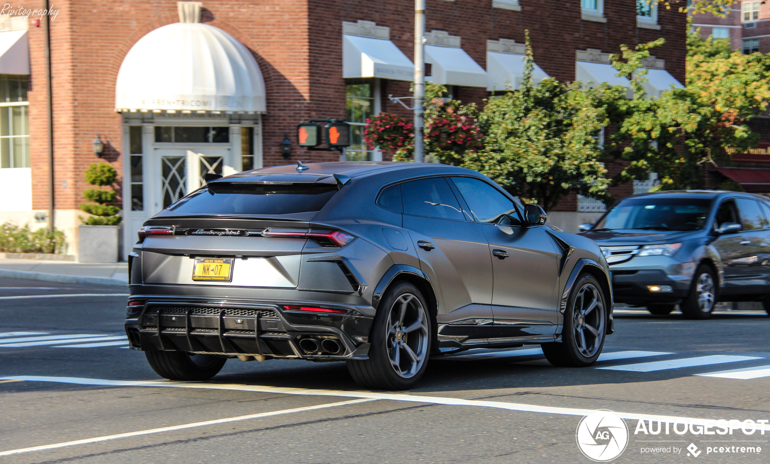 Lamborghini Urus Topcar Design paradeert door Greenwich