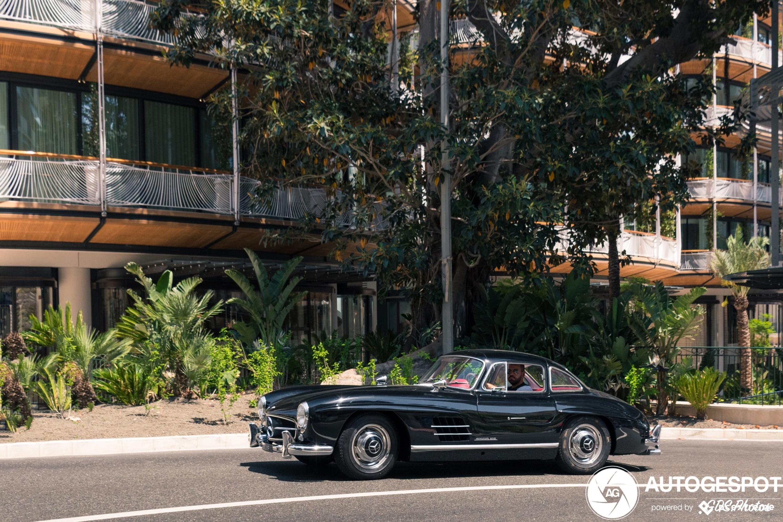 Prachtige 300SL Gullwing neemt Monaco mee terug in de tijd