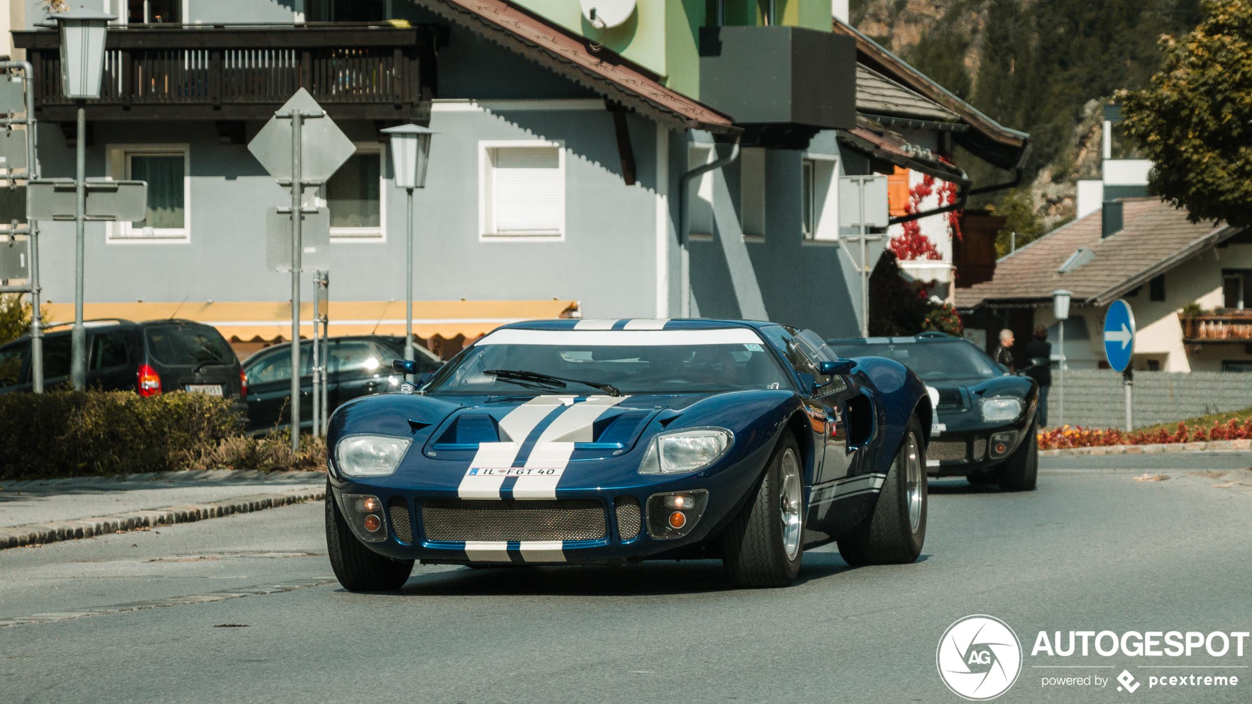 Duo van Ford GT 40's pruttelt door Längenfeld