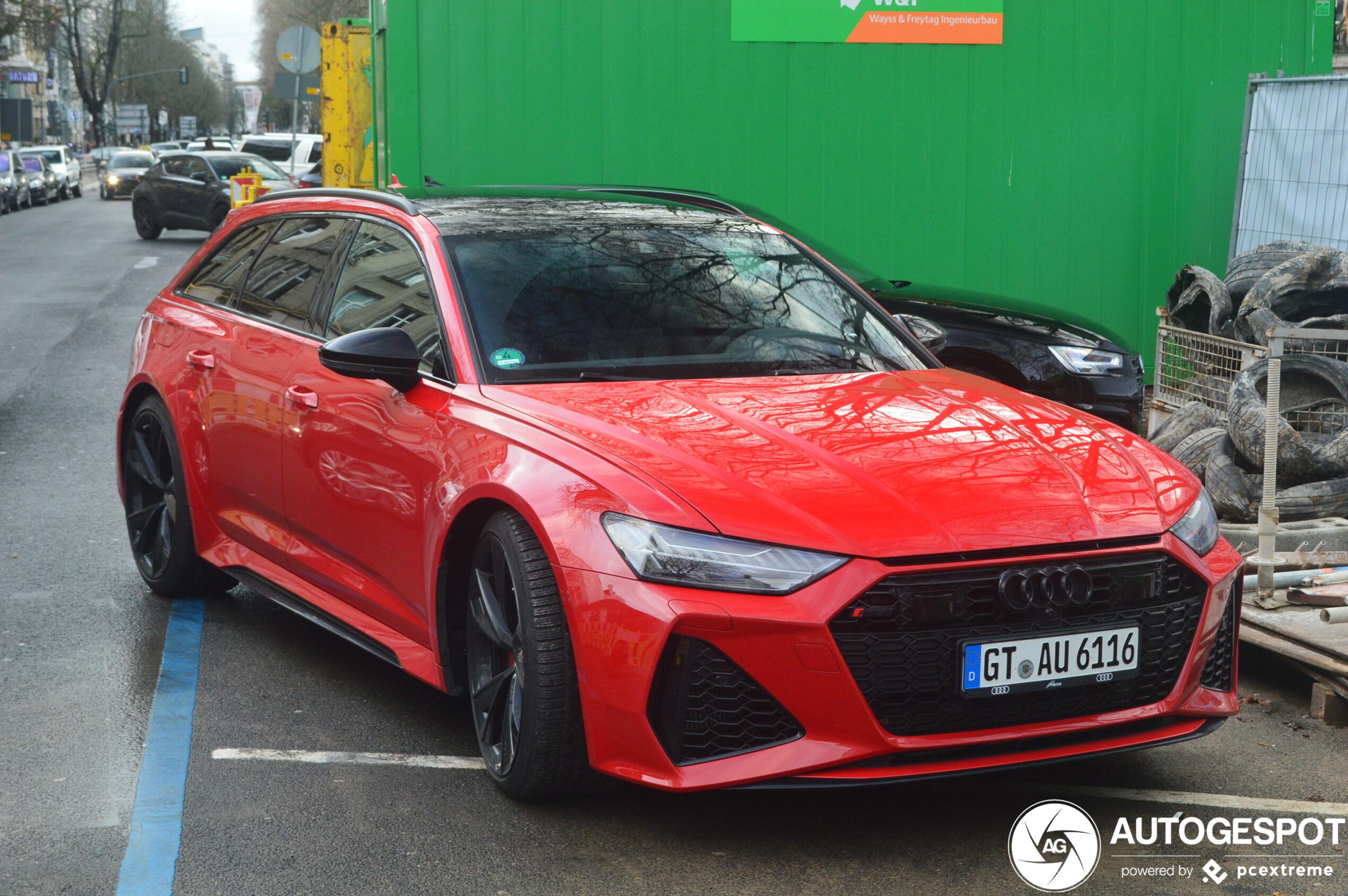 Rood staat de Audi RS6 Avant ook heel goed