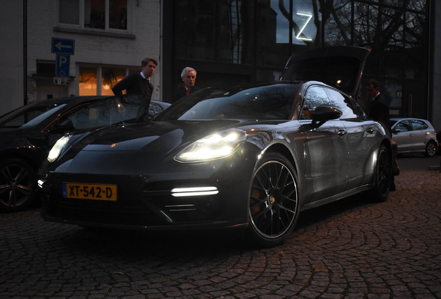 Porsche 971 Panamera Turbo S E-Hybrid Executive