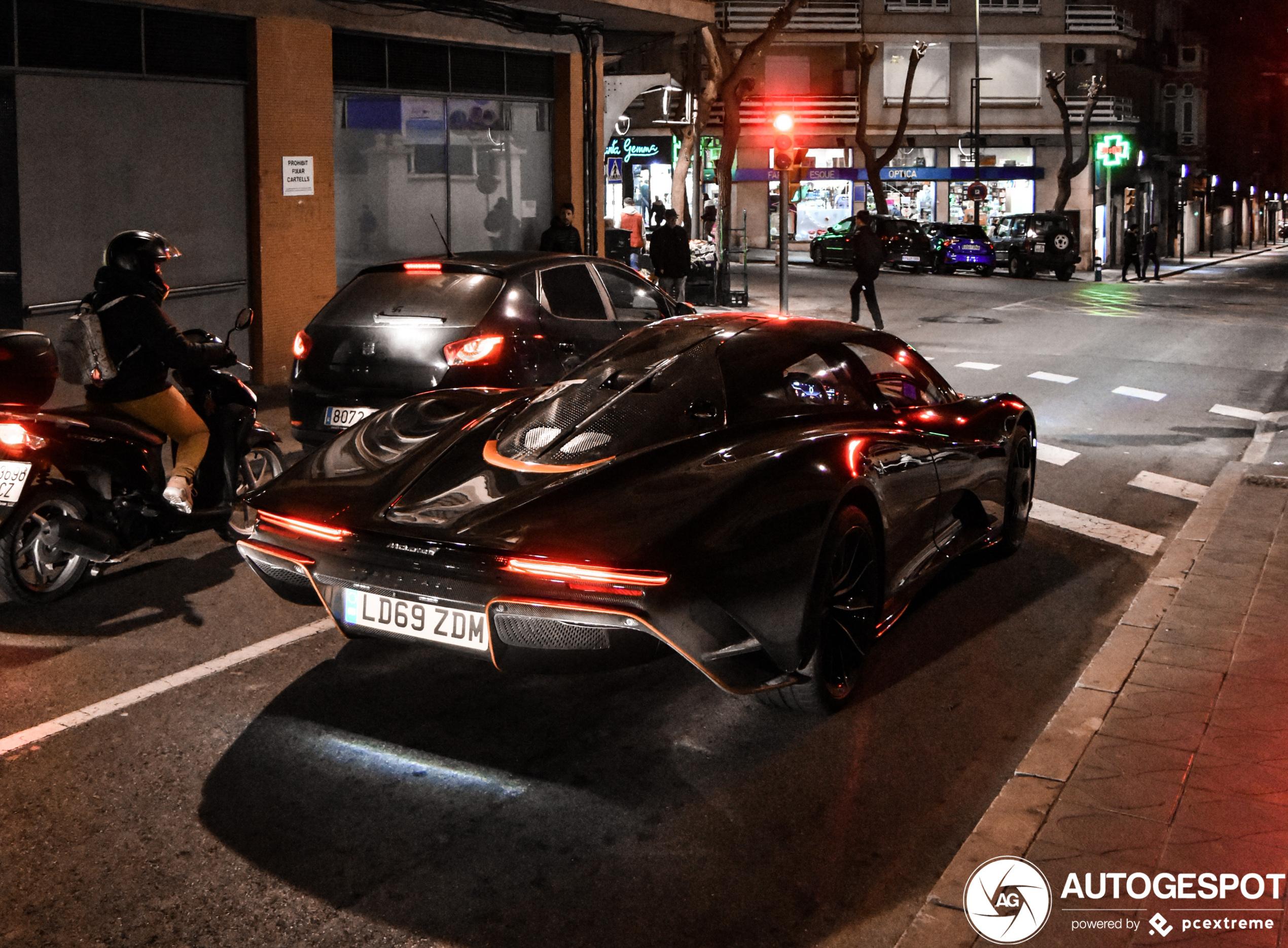 McLaren Speedtail PP1 rijdt door Tarragona