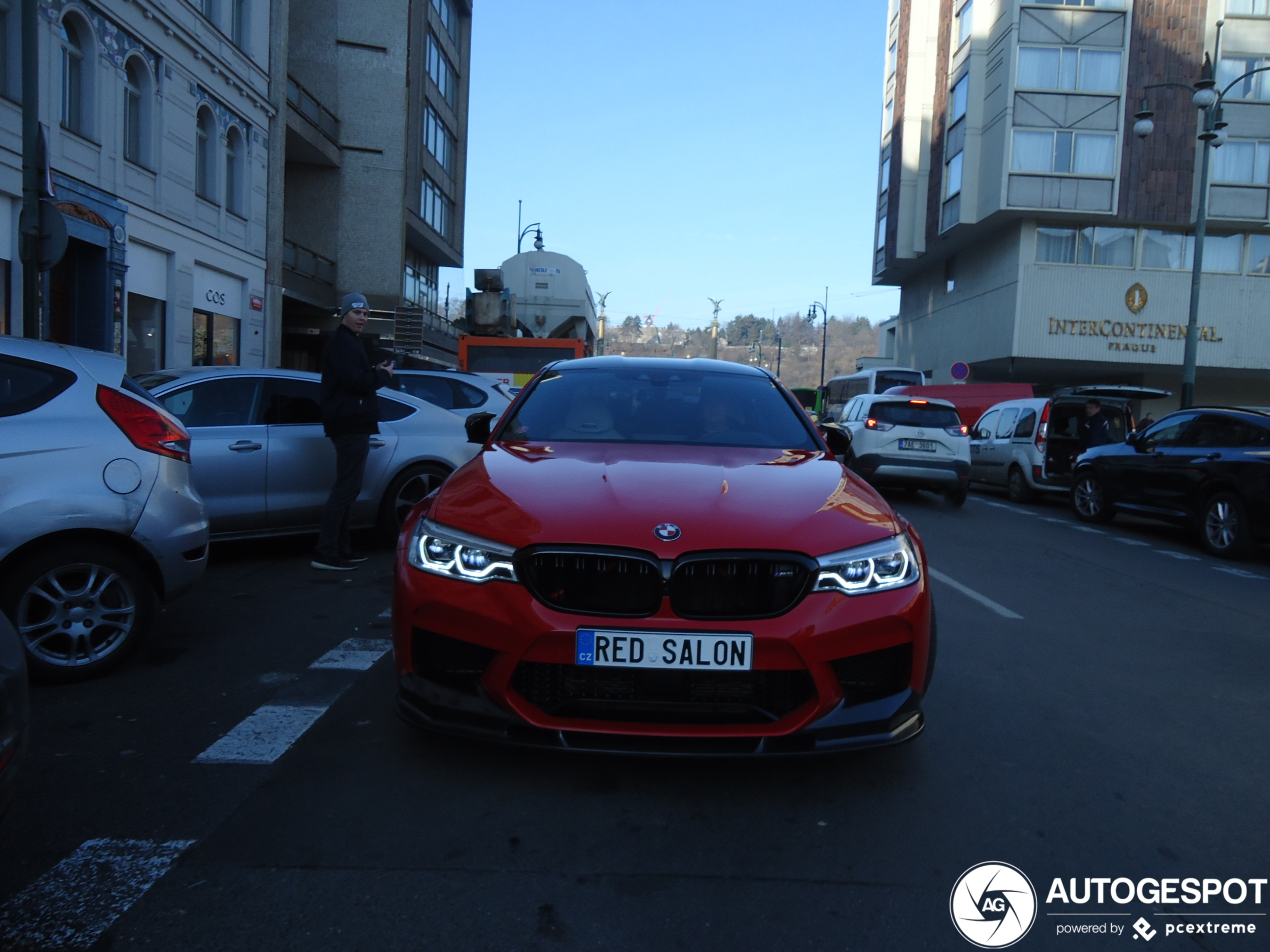 Rosso Corsa staat heerlijk op een BMW M5 Competition