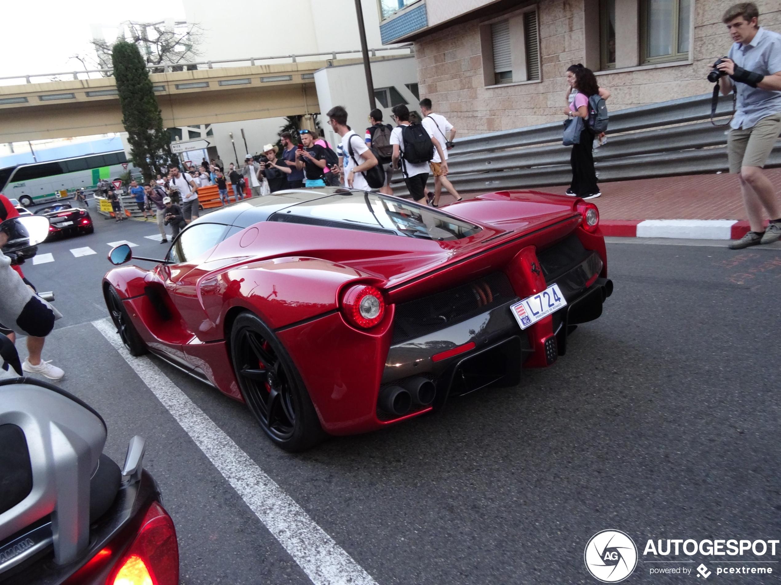 Gespot: Ferrari LaFerrari in Monaco omsingeld door spotters