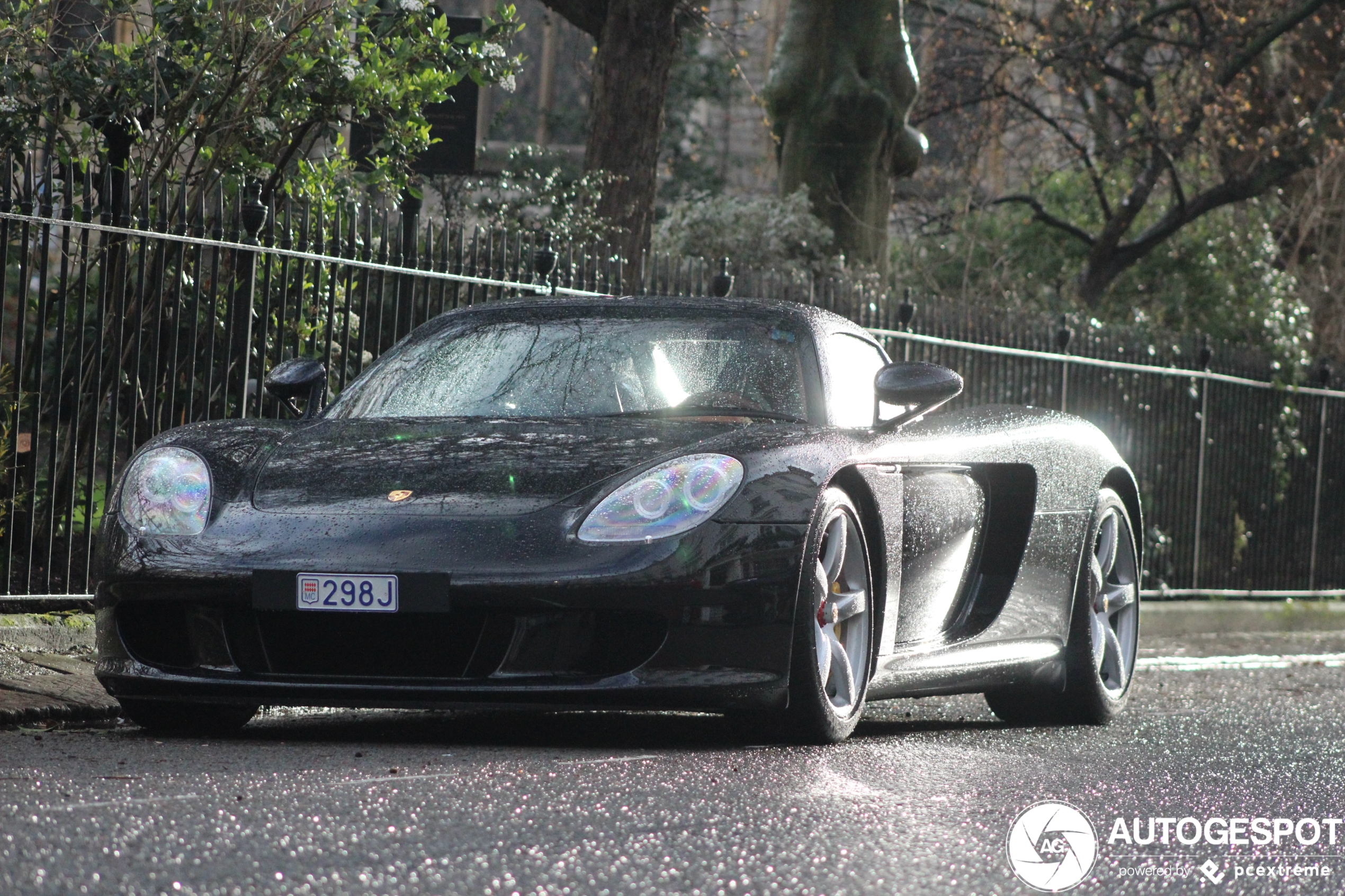 Porsche Carrera GT enjoys some typical British Weather
