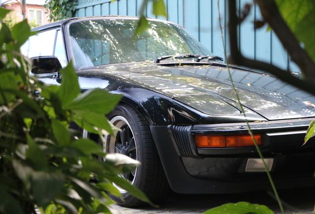 Porsche 930 Turbo Targa Slantnose