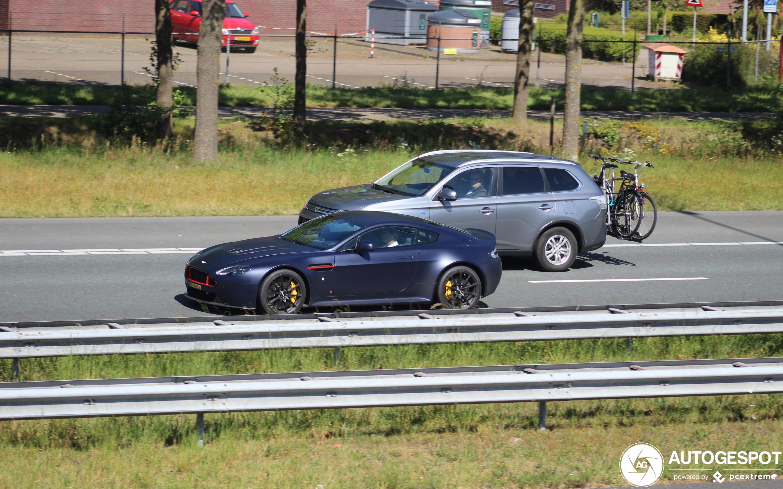 Aston Martin V12 Vantage S Red Bull Racing Edition