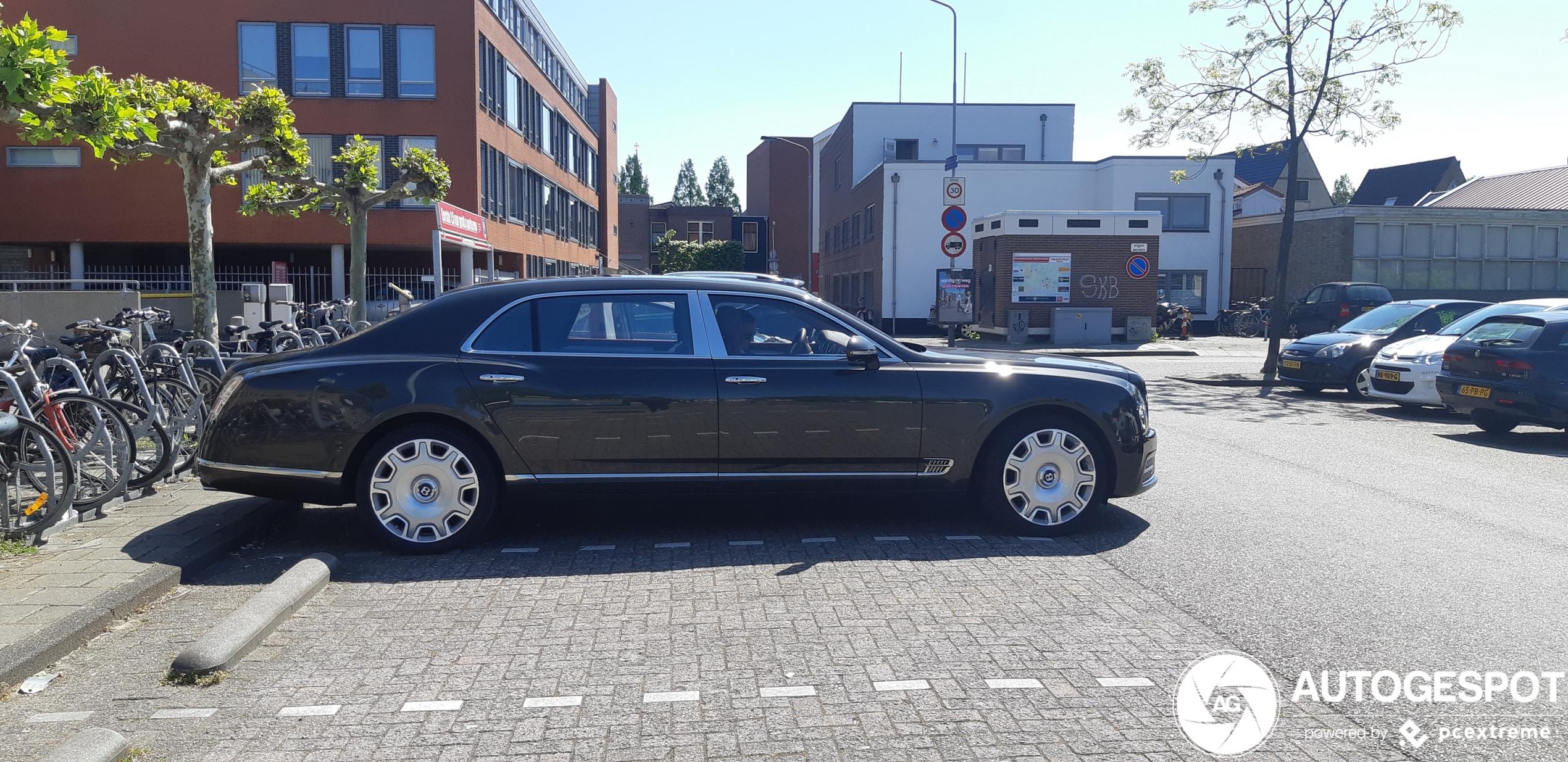 Ongeschikt voor de gewone parkeerplaats: Bentley Mulsanne EWB