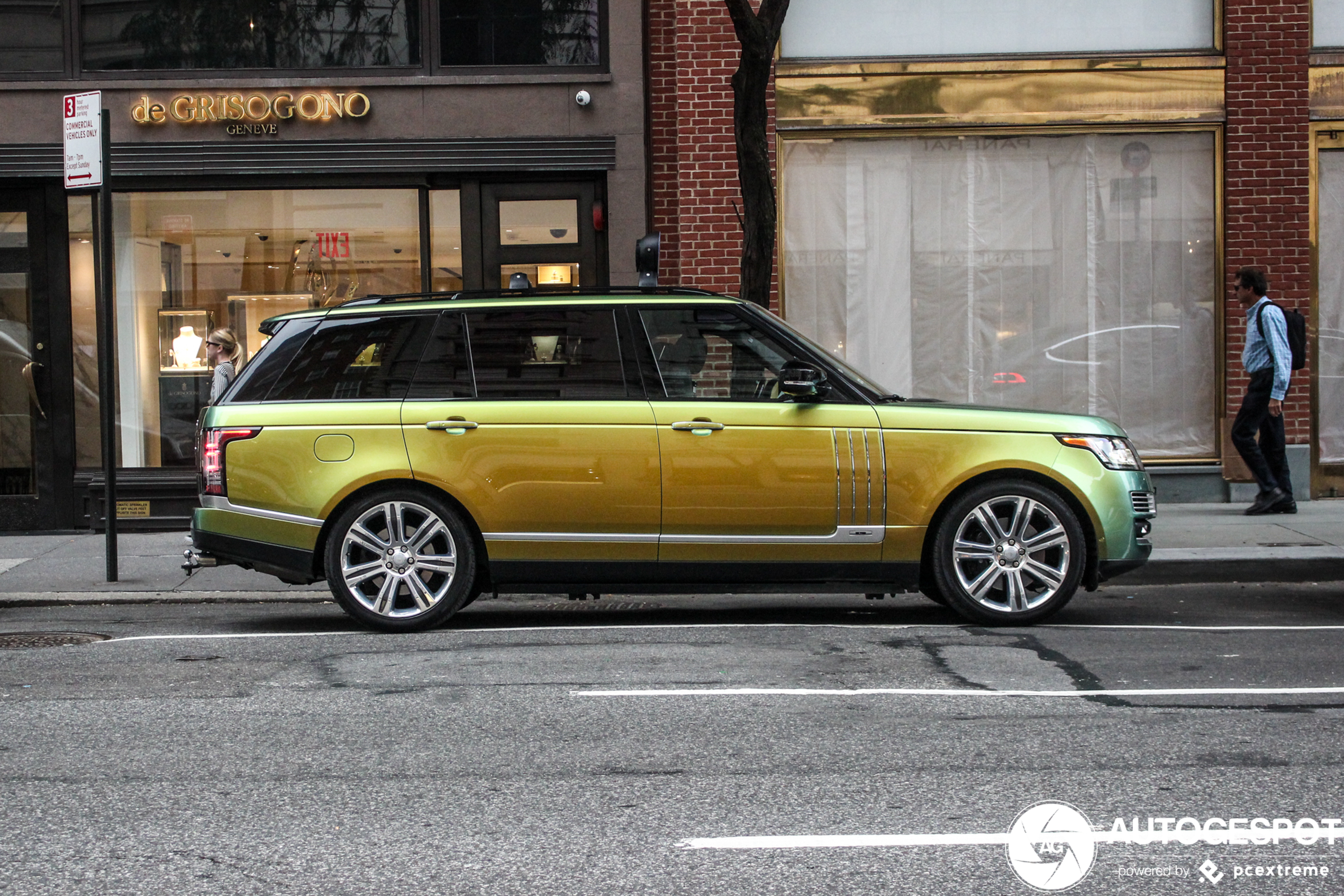 A house on wheels: Land rover Range Rover SVAutobiography LWB