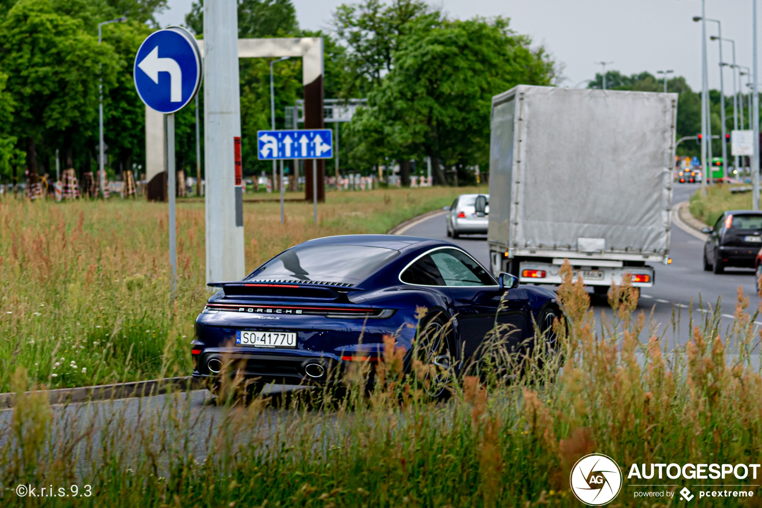Gentiaanblauw op Porsche 992 Turbo S is best lekker!
