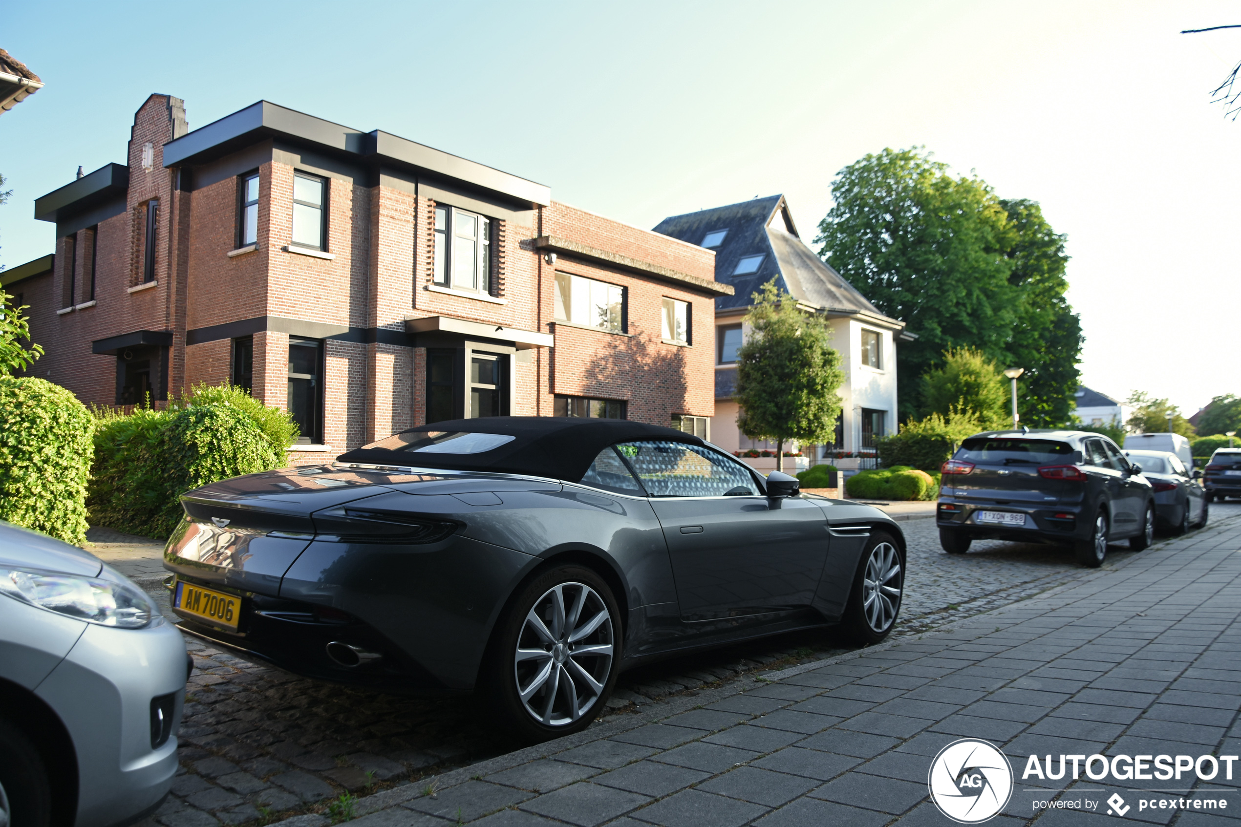 Aston Martin Db11 V8 Volante 19 Juni 2020 Autogespot