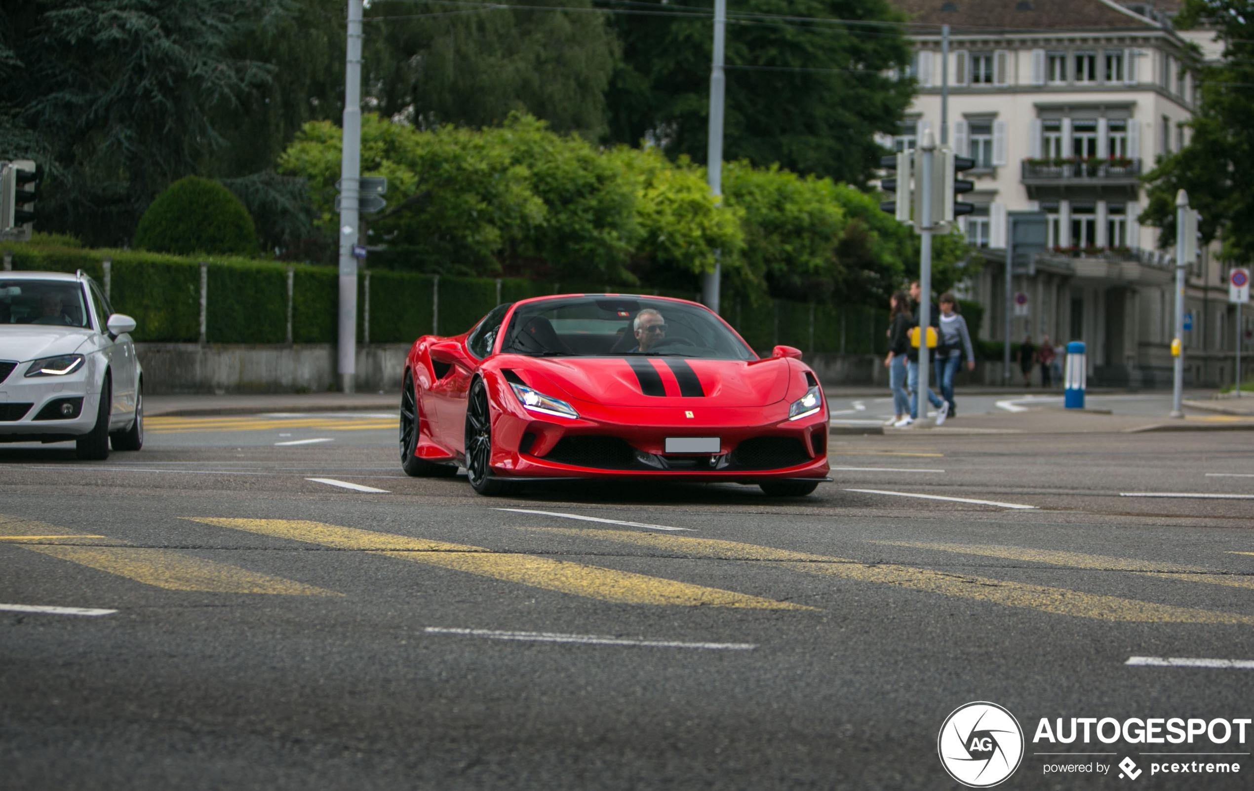 Zomers genot in de Ferrari F8 Spider