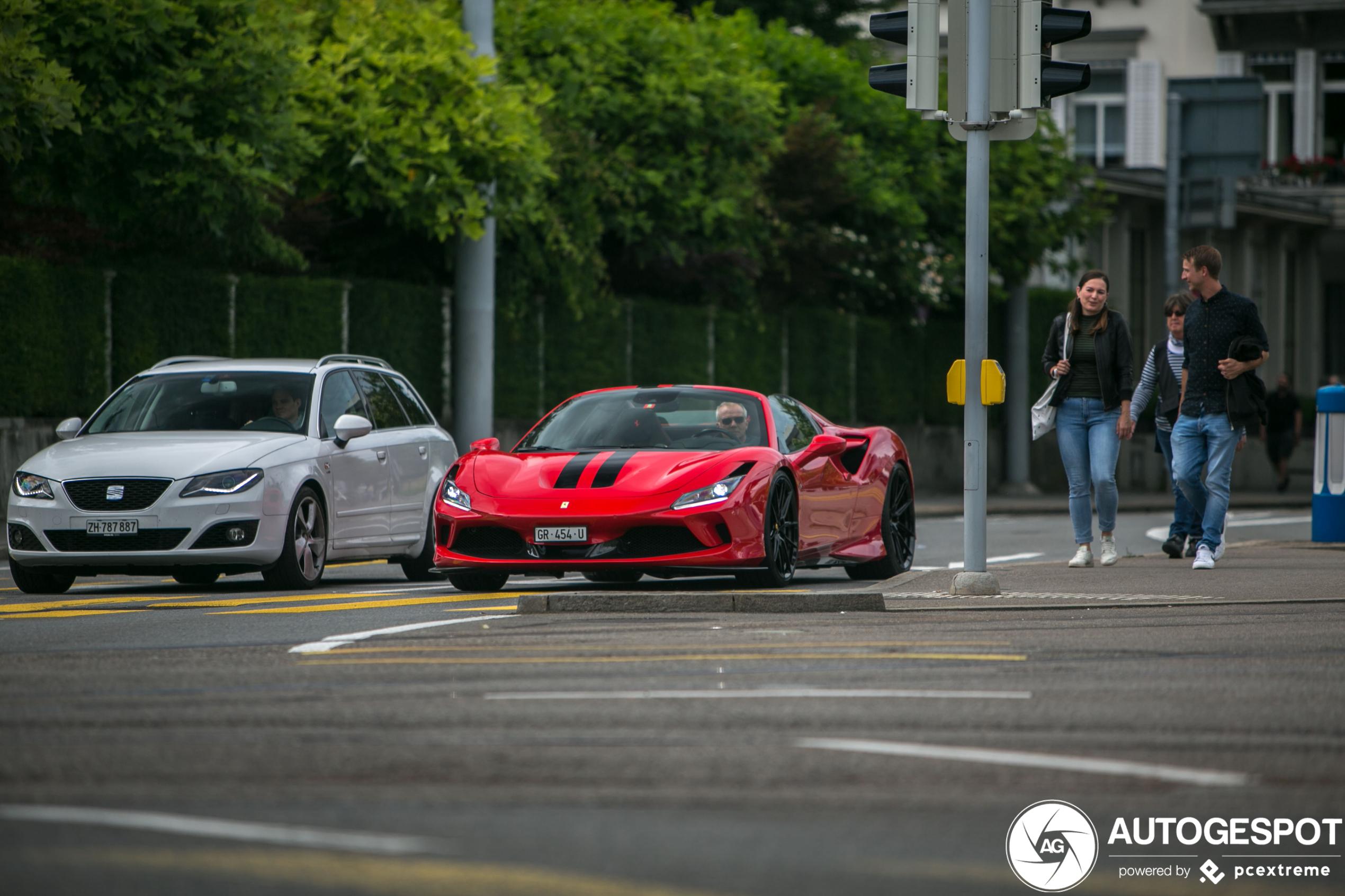 Zomers genot in de Ferrari F8 Spider,