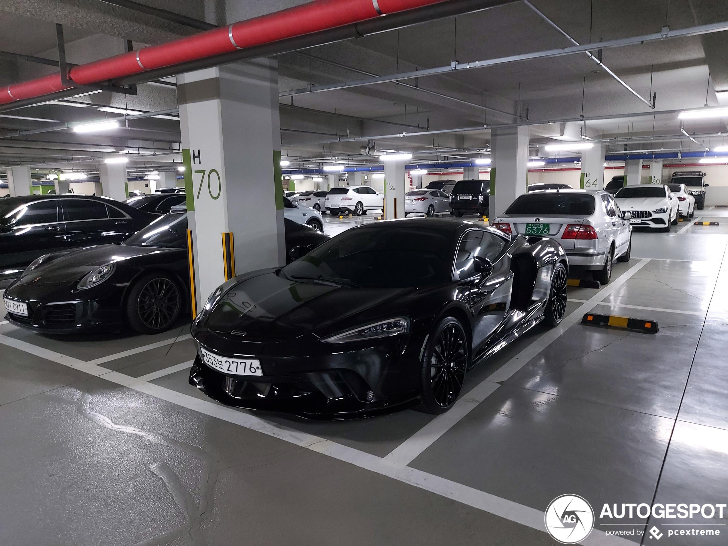 McLaren GT vind zijn weg naar verschillende bestemmingen