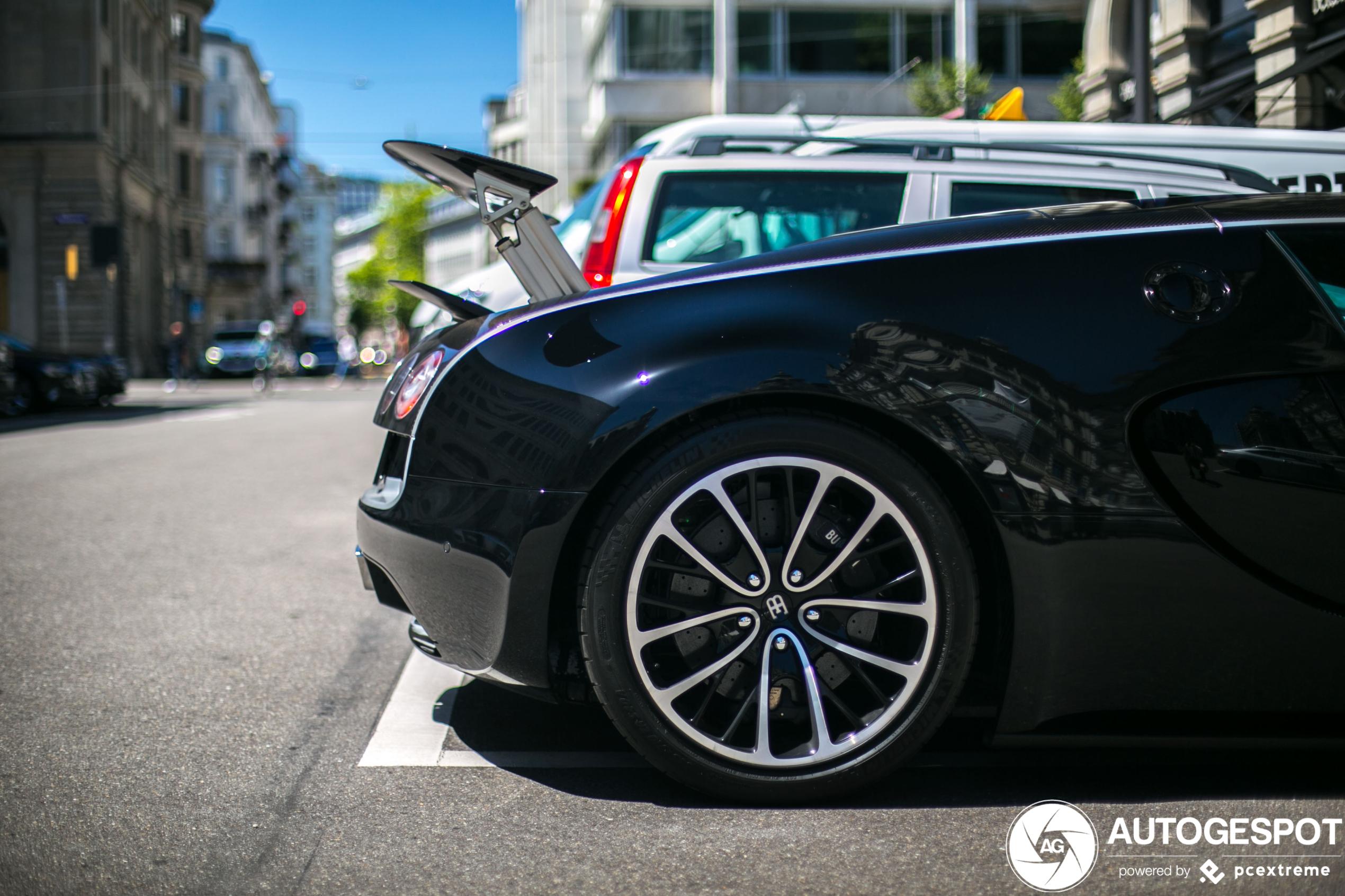Bugatti Veyron 16.4 Super Sport maakt indruk met zijn vleugel