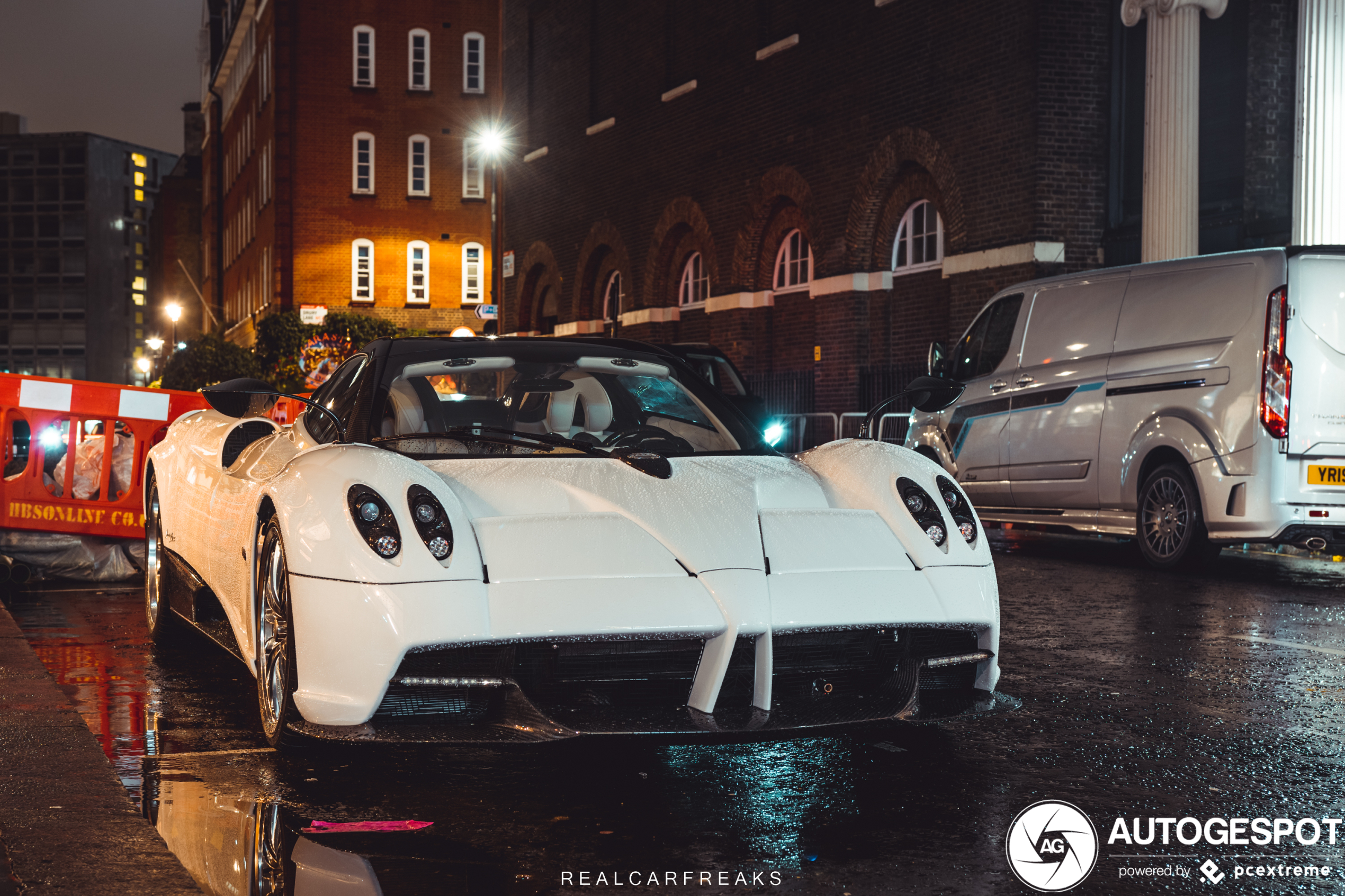 Toch nog in Londen gespot: Pagani Huayra Roadster,