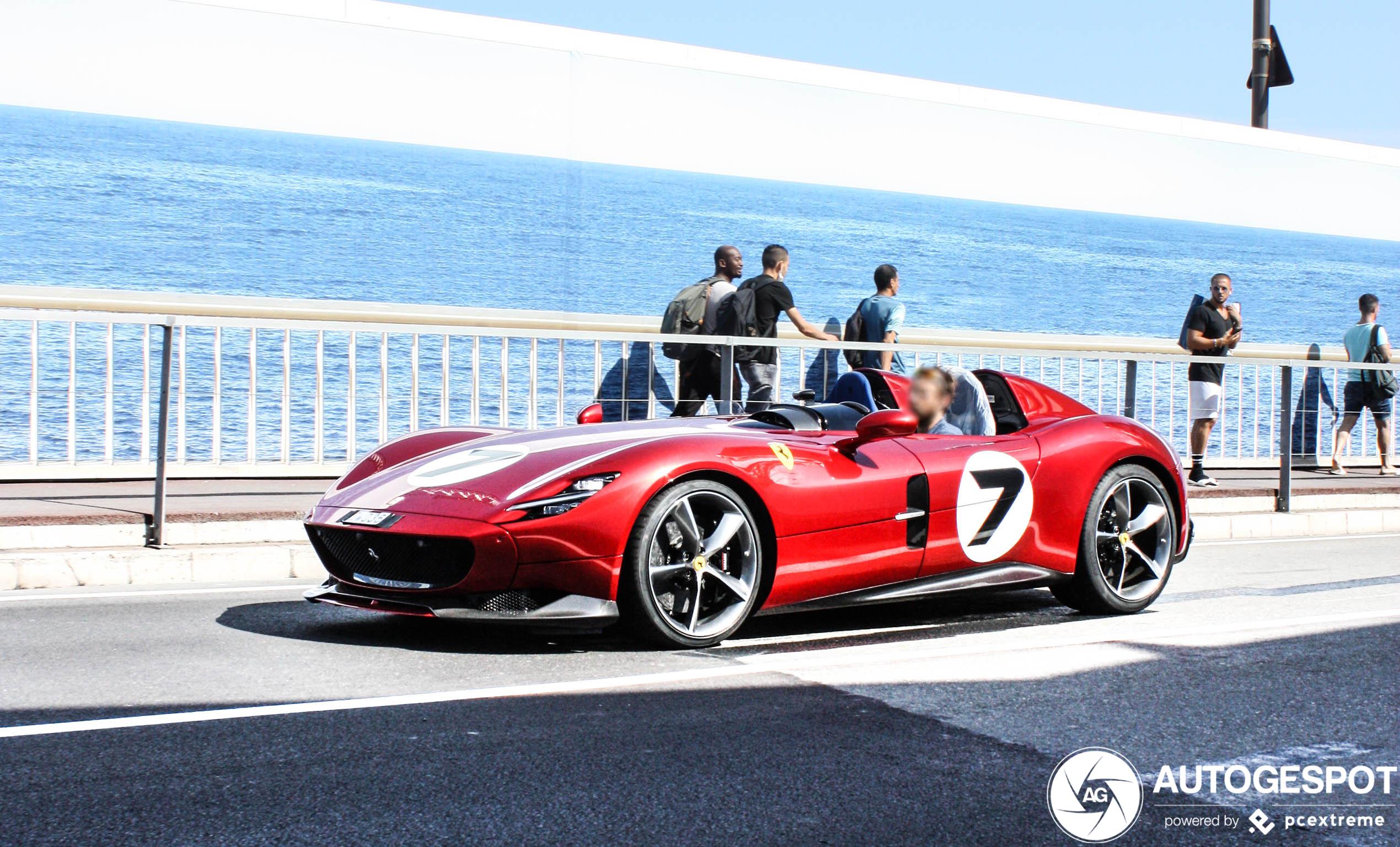 Ferrari Monza SP2 steelt de show in Monaco