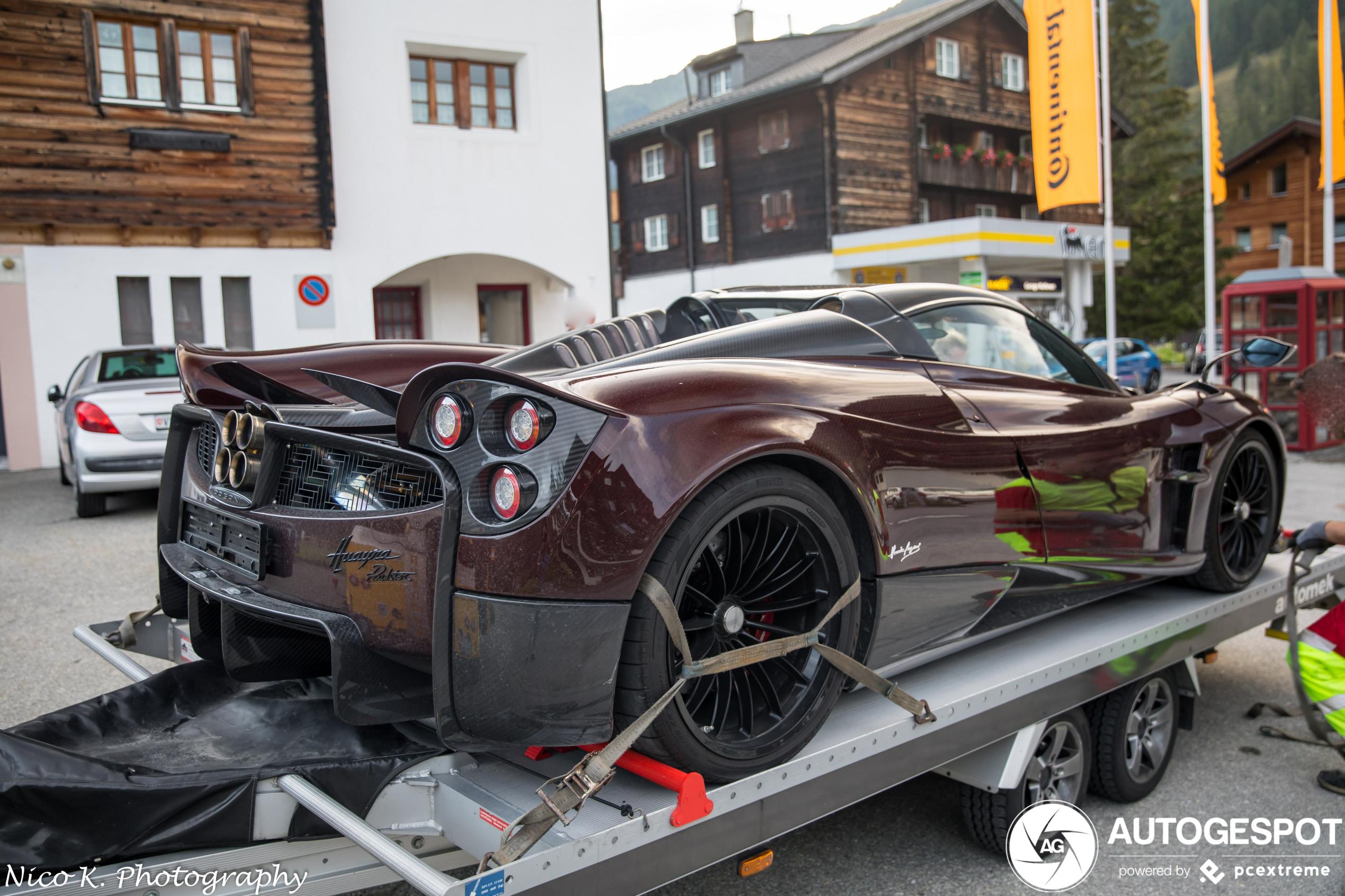 Pagani Huayra Roadster wordt niet zo vorstelijk vervoerd
