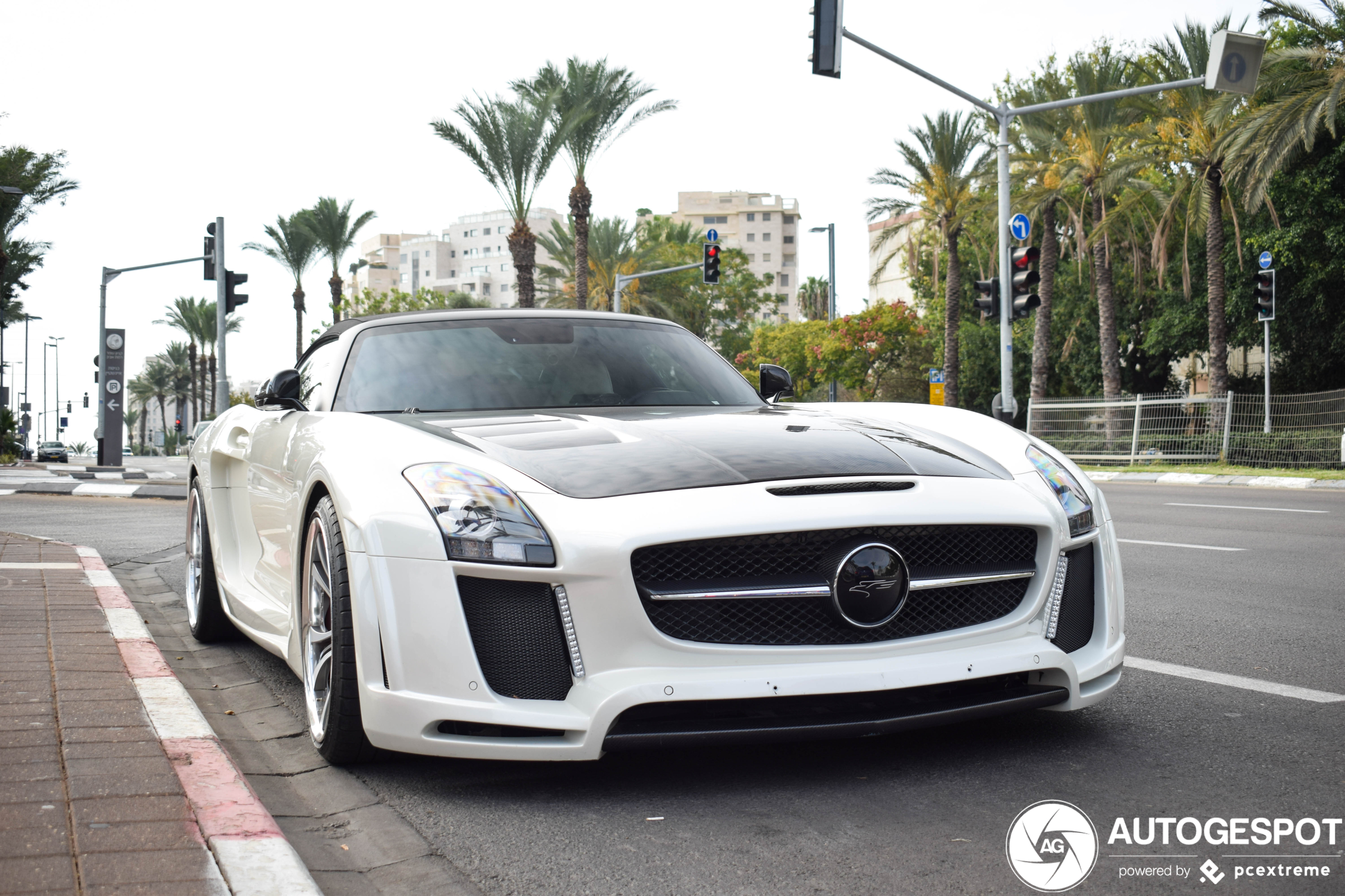 Mercedes-Benz FAB Design SLS AMG voor als de Black Series te smal is