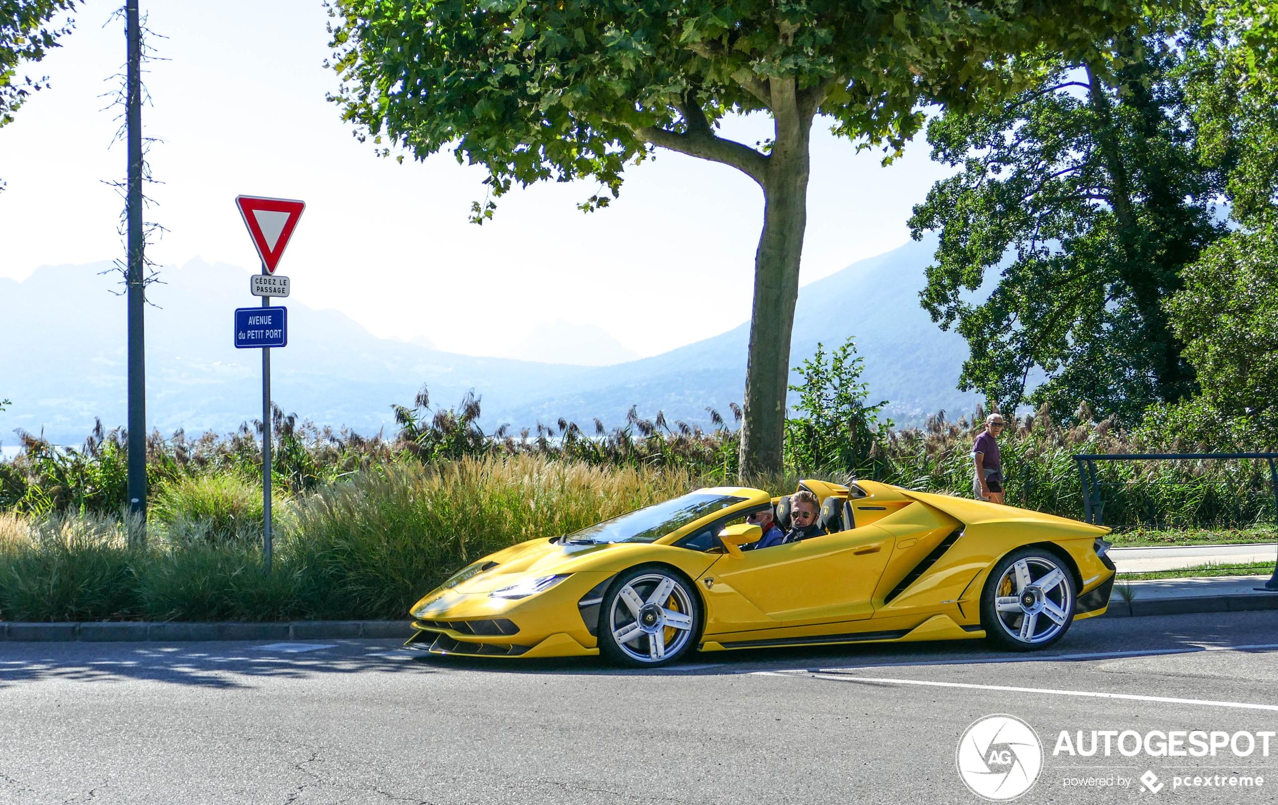 Bizar! Lamborghini Centenario LP770-4 Roadster gespot