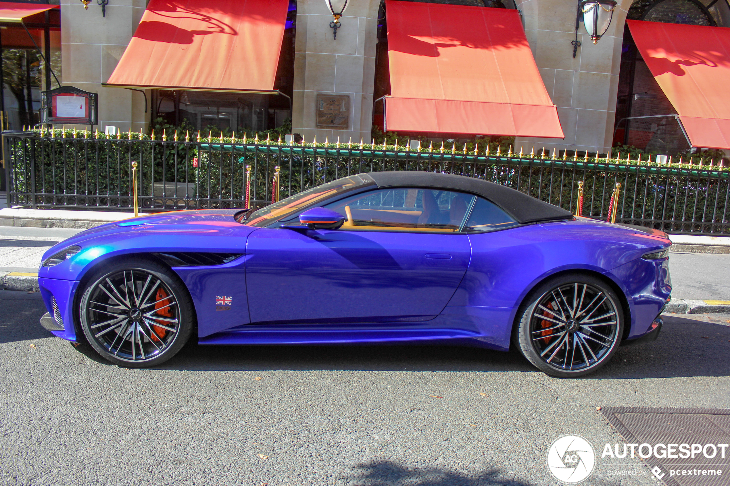 Wereld weer stukje vrolijk door deze fleurige Aston Martin DBS