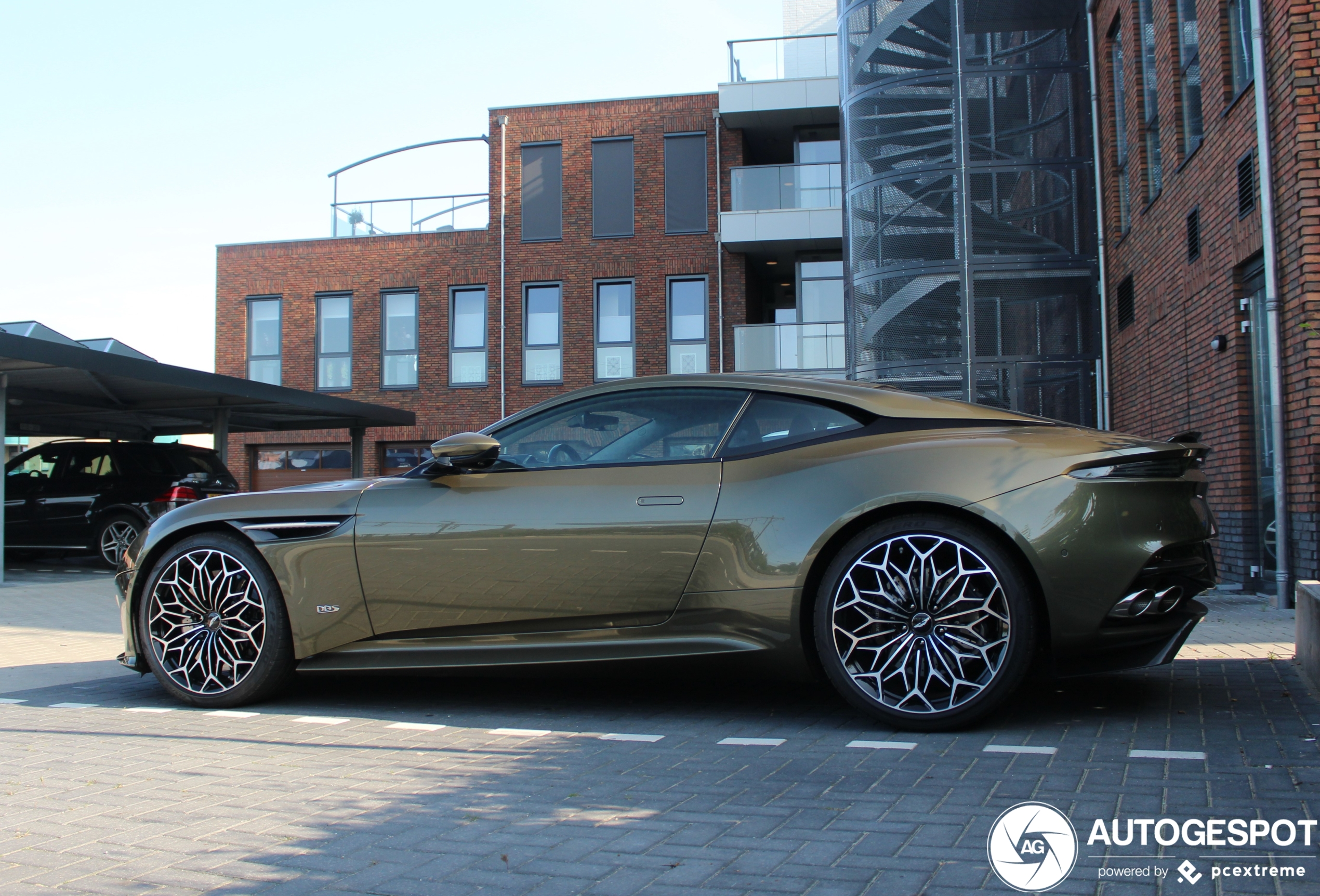 Aston Martin DBS Superleggera OHMSS blijft stoere ode aan James Bond