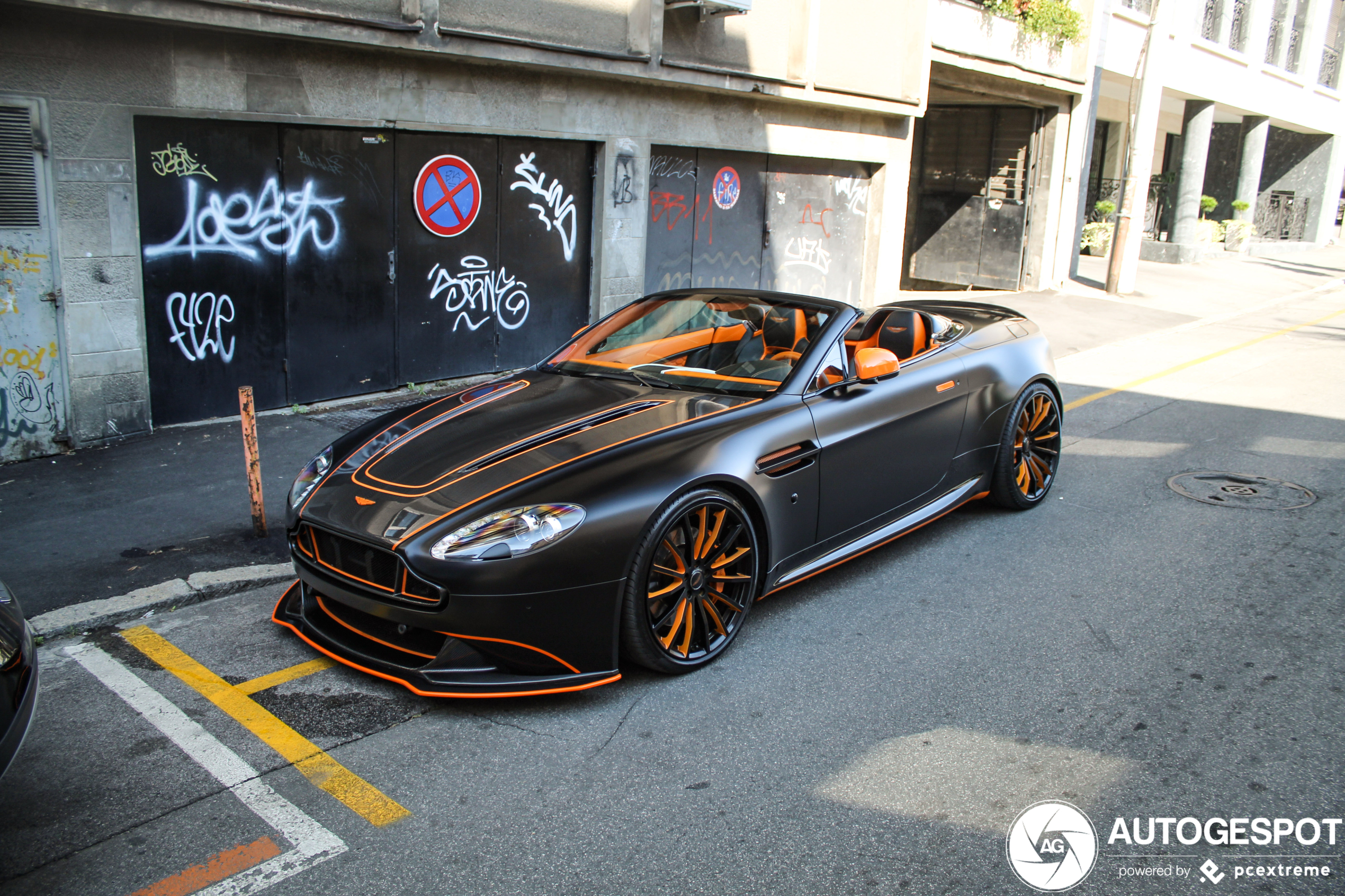 Aston Martin V8 Vantage Roadster behoorlijk aangepakt