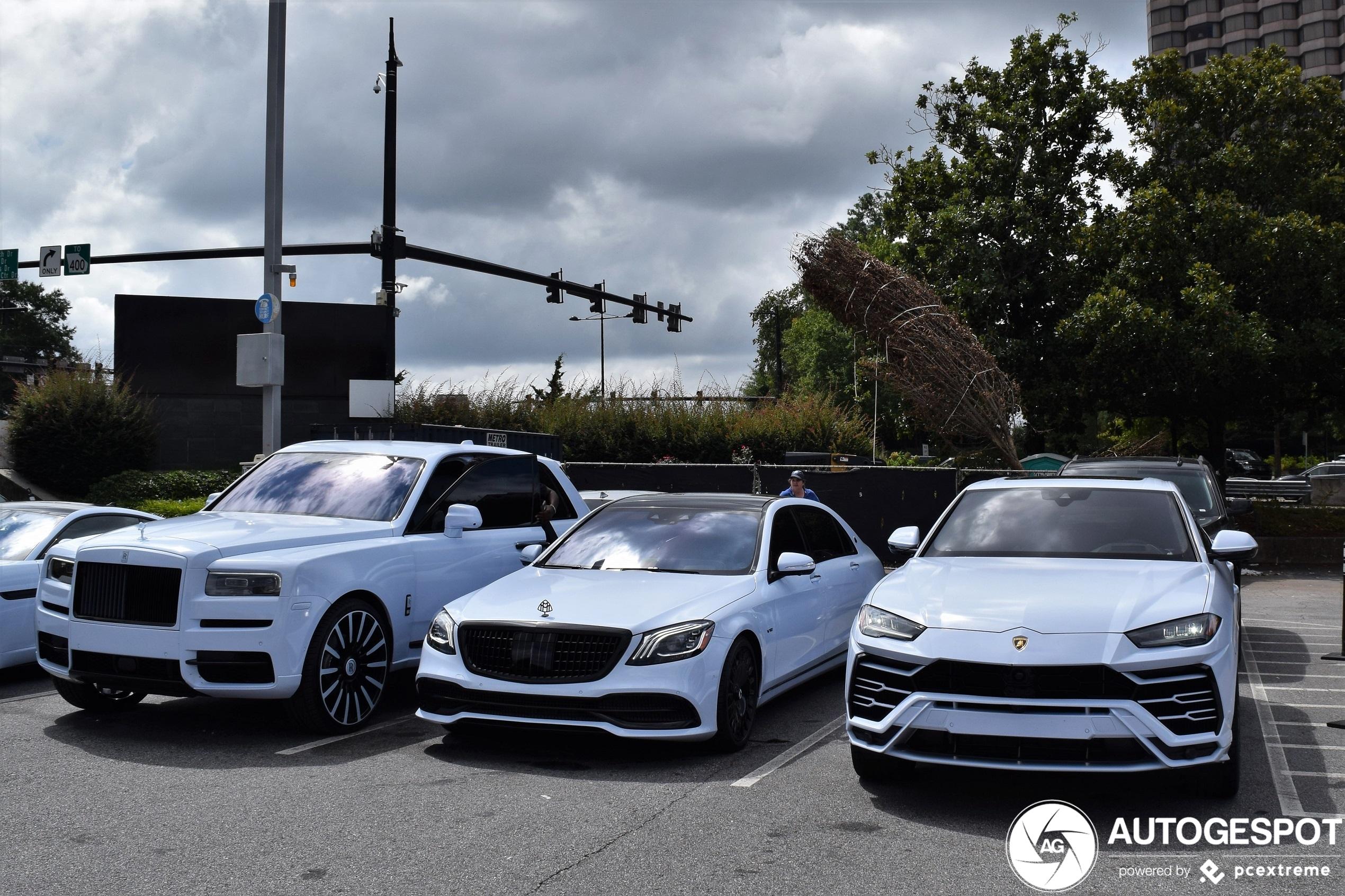 Maagdelijk wit trio pakt de aandacht in Atlanta