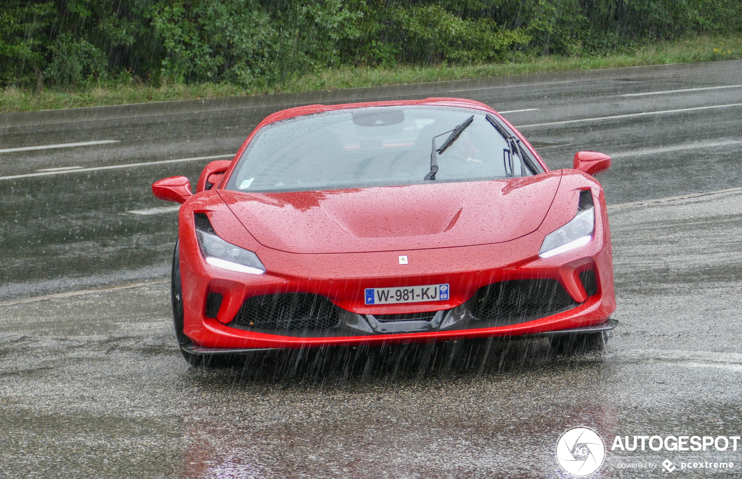 Hier koop je de Ferrari F8 Spider zeker niet voor
