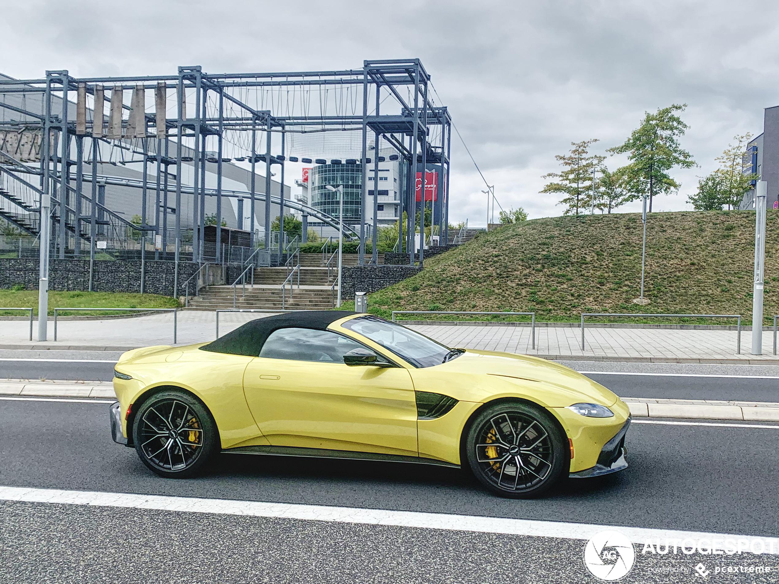Aston Martin V8 Vantage Roadster mag het dak nog niet open gooien