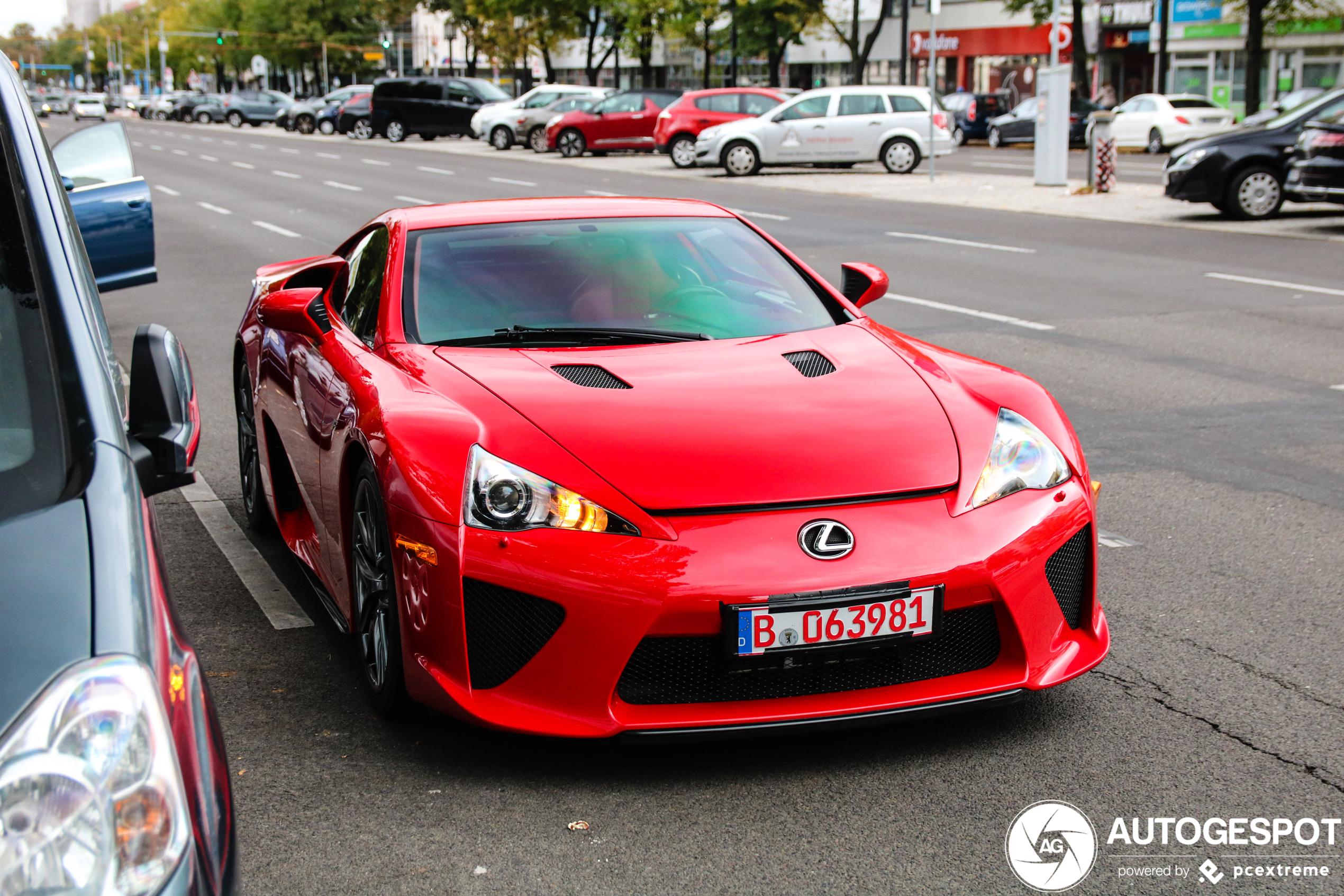 Lexus LFA laat iedereen in Berlijn genieten