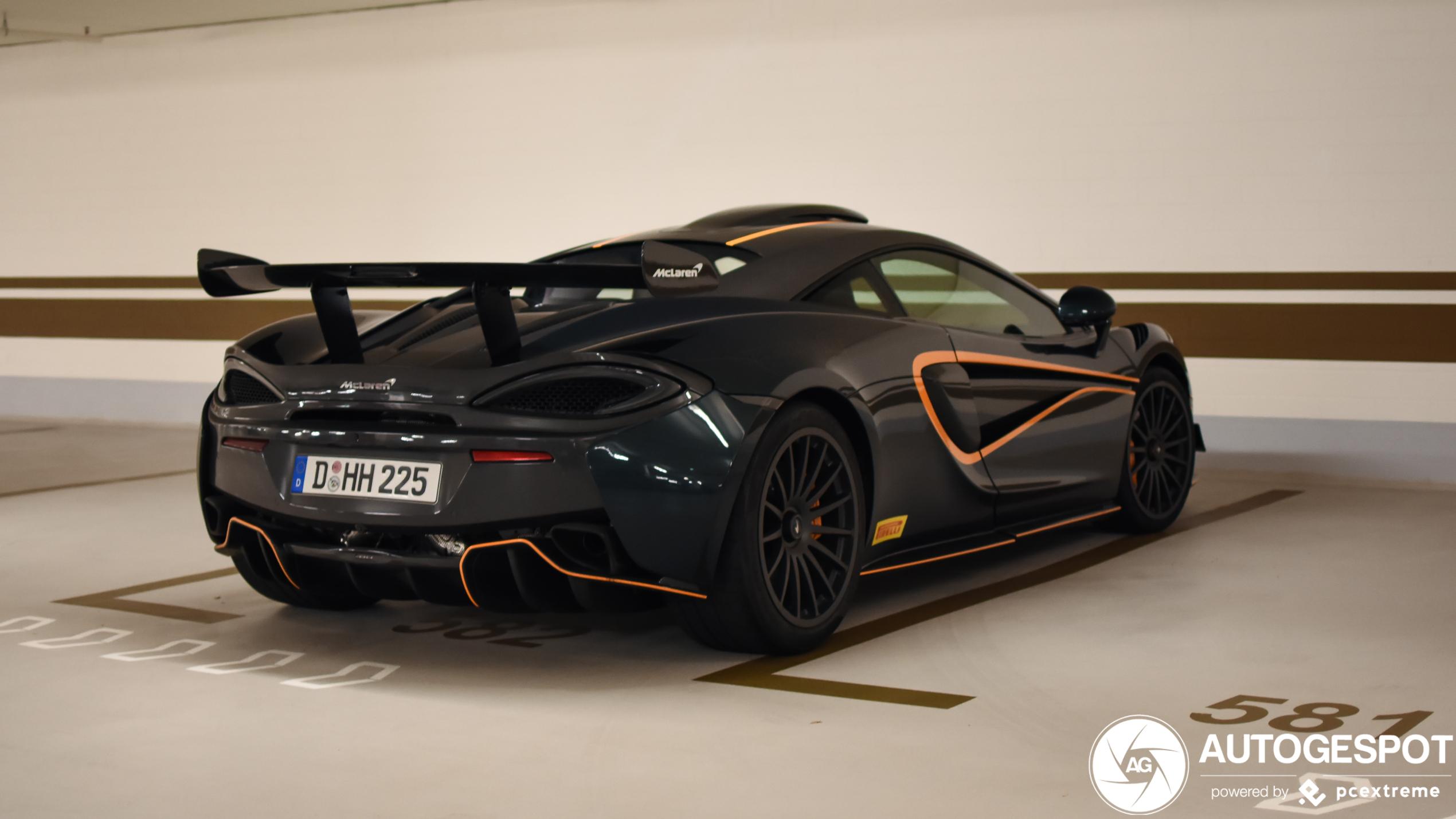 McLaren 620R pakt zijn rust in de garage