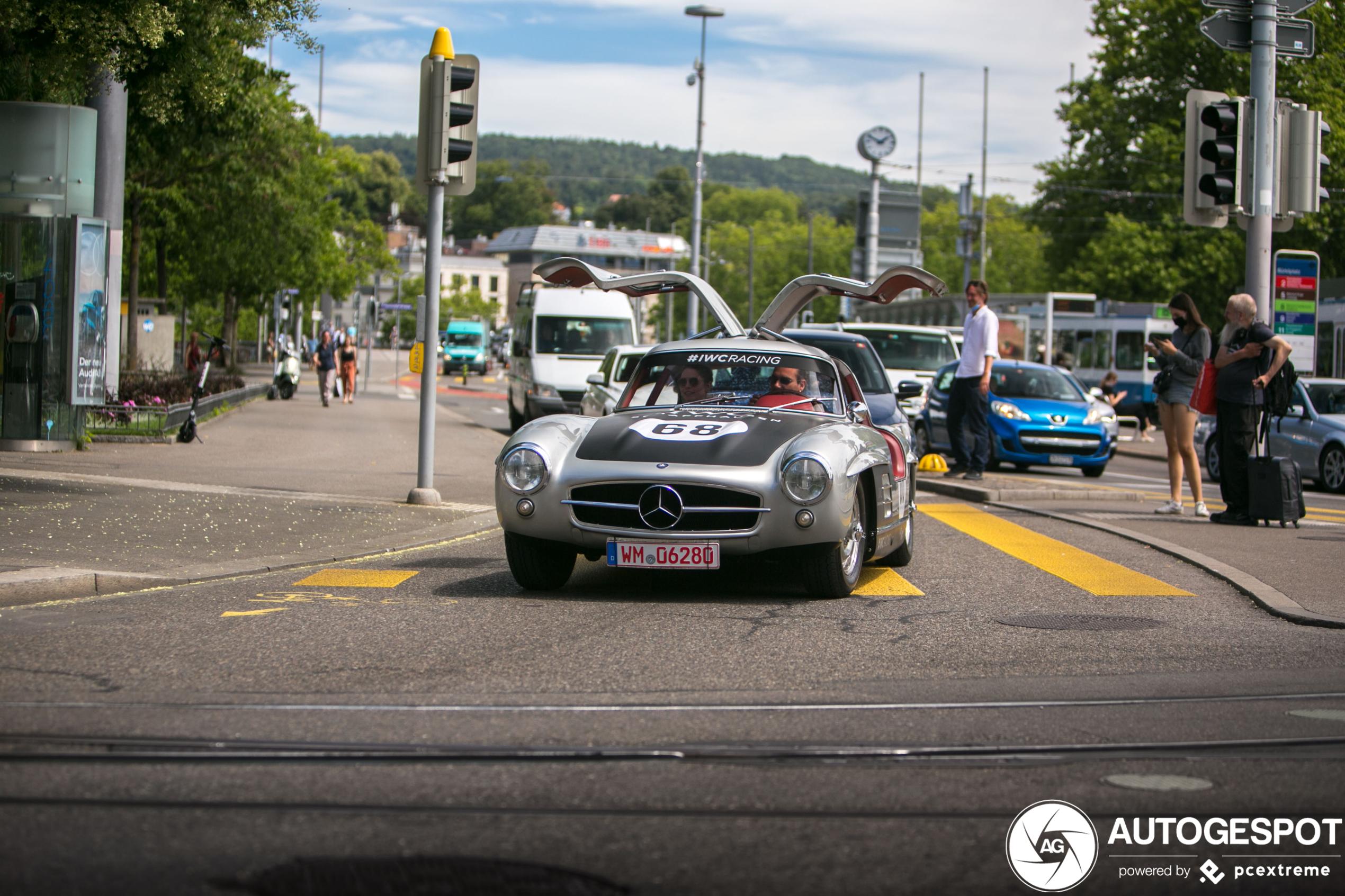 Mercedes-Benz 300SL Gullwing pakt de volle aandacht