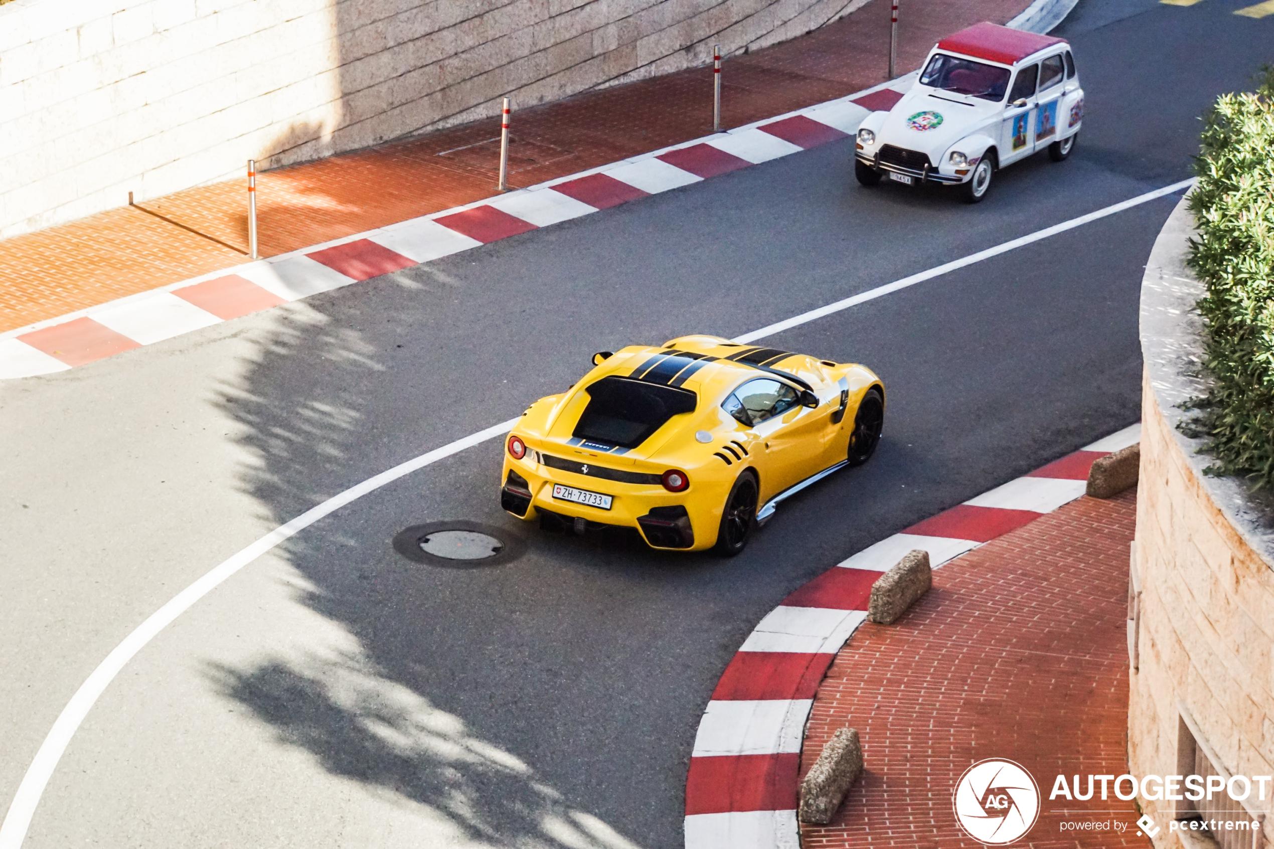 Ferrari F12tdf ontdekt het Formule 1 circuit in Monaco