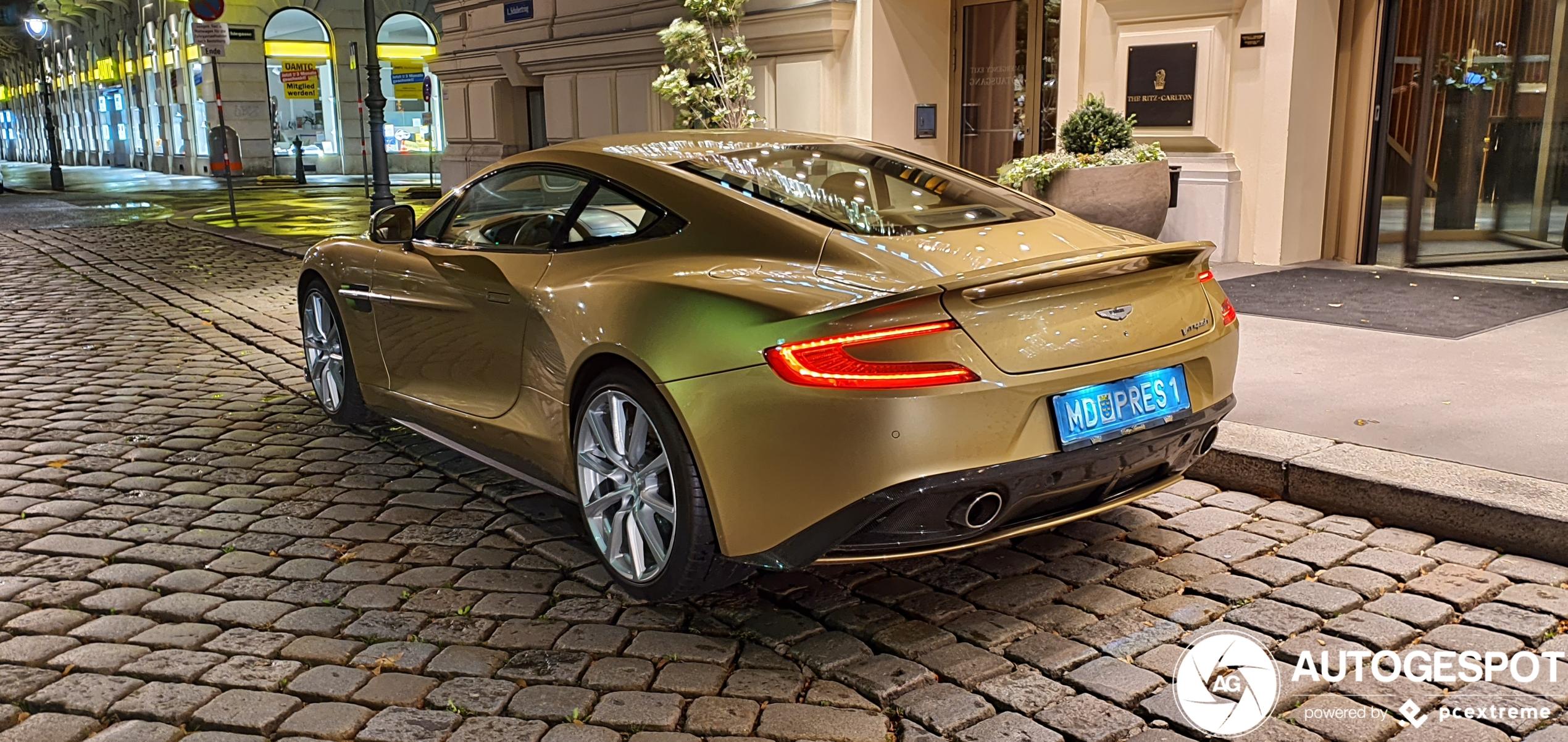 Aston Martin voorzien van peperduur kleurtje