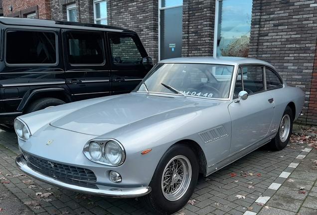 Ferrari330 GT 2+2 Series I