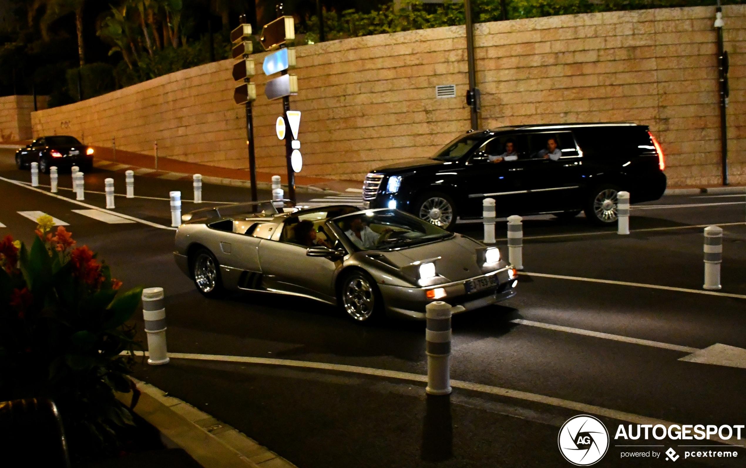 Lamborghini Diablo VT Roadster danst door de nacht