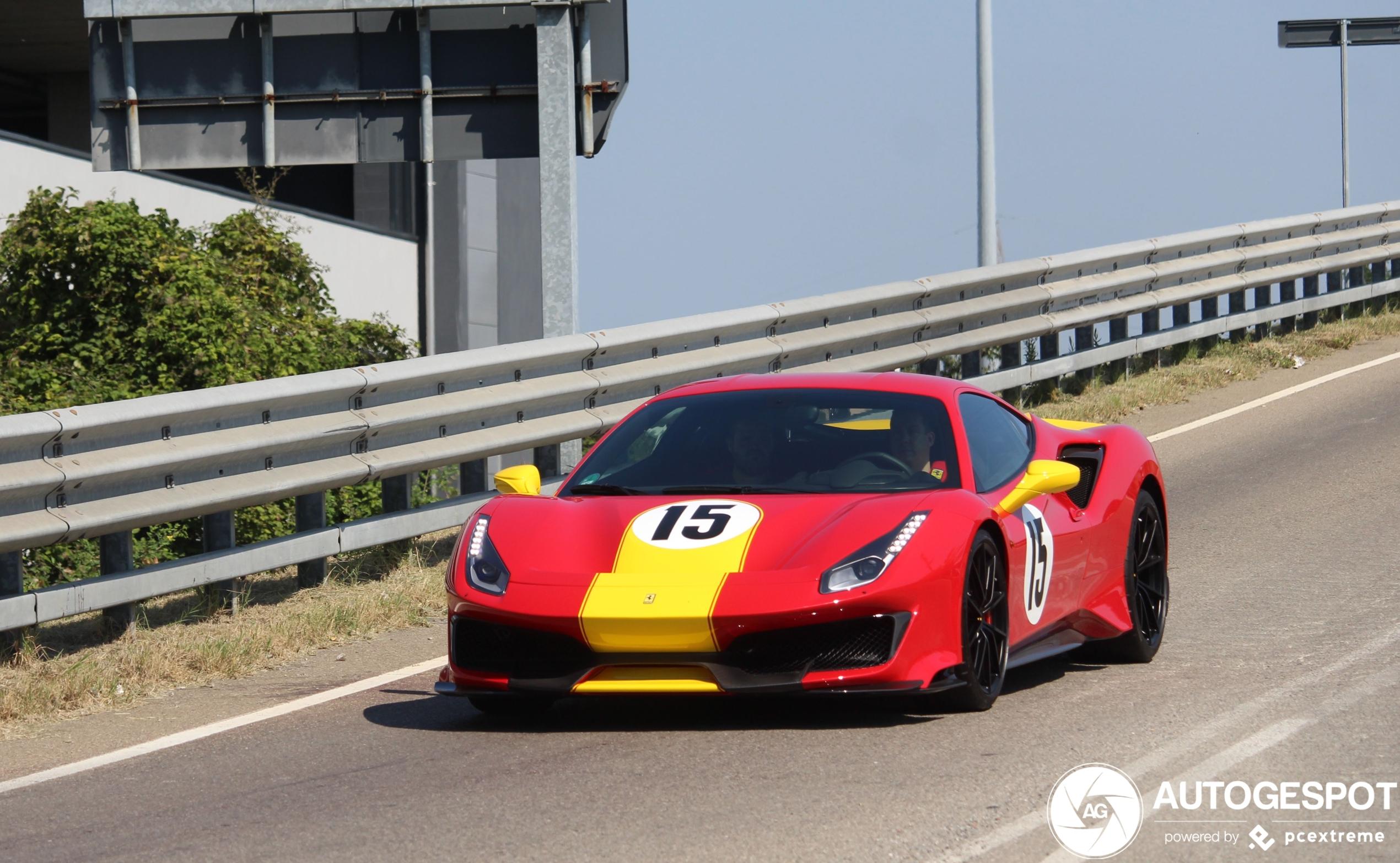 Ferrari 488 Pista gesponsord door McDonalds