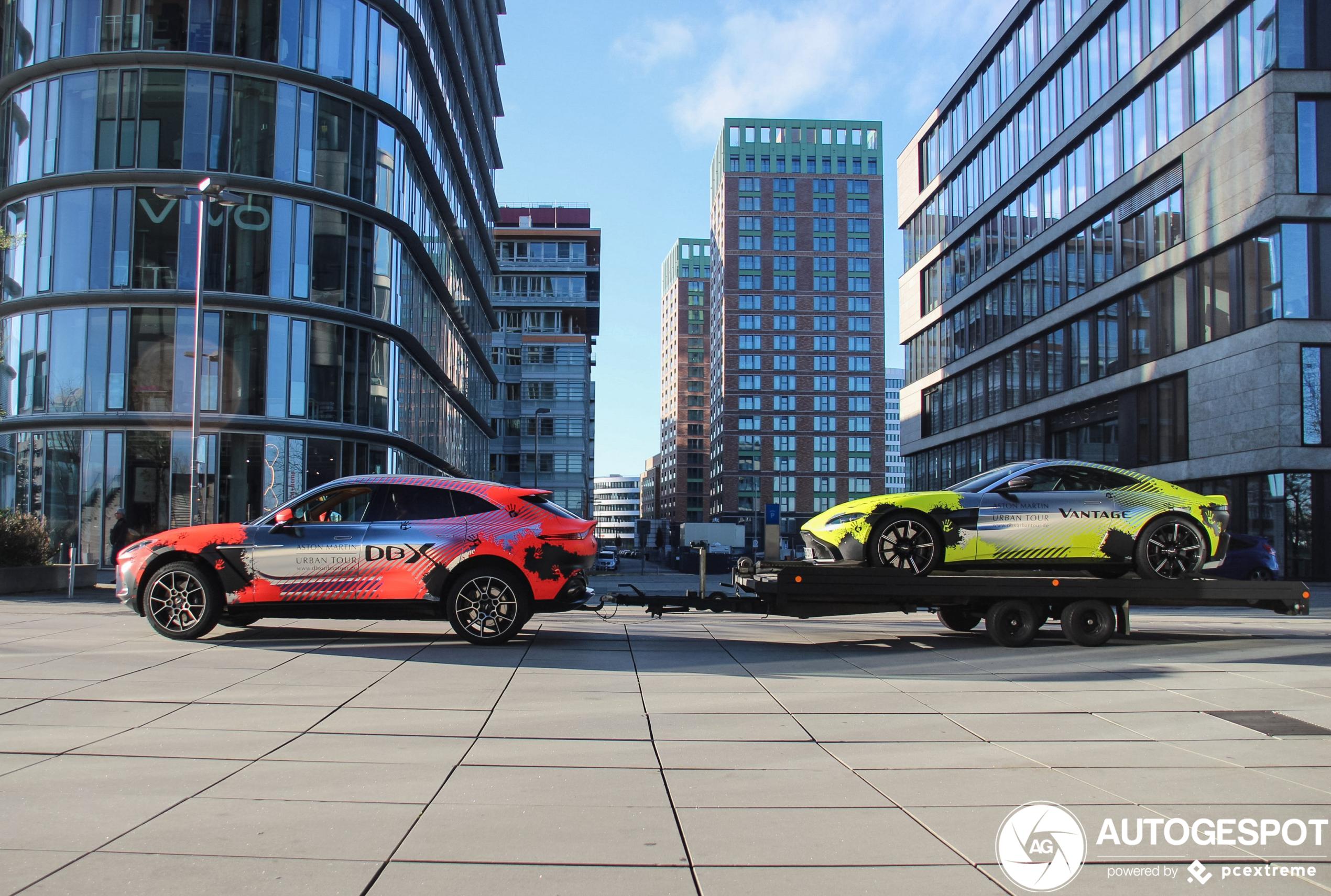 Aston Martin rijdt met ludieke combinatie door Duitsland
