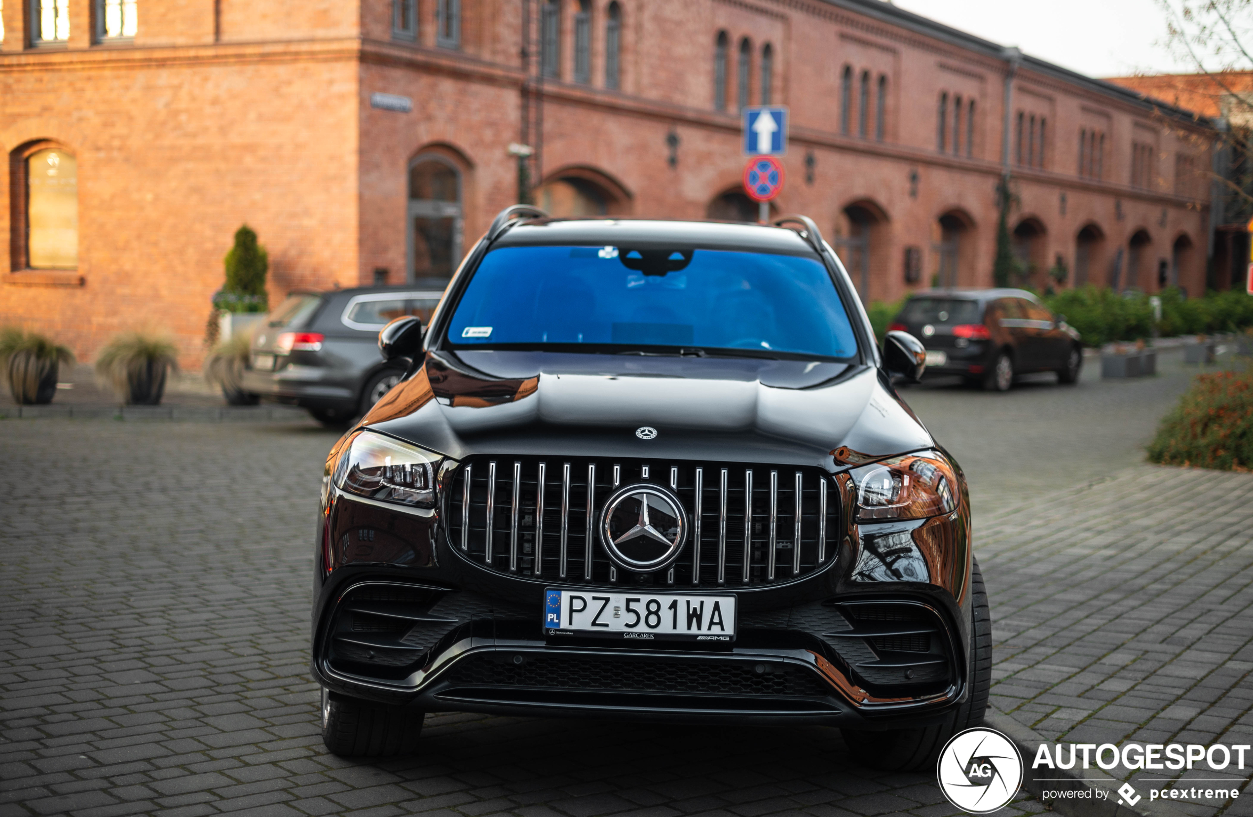 Mercedes-AMG GLS 63 is voorzien van putdeksels