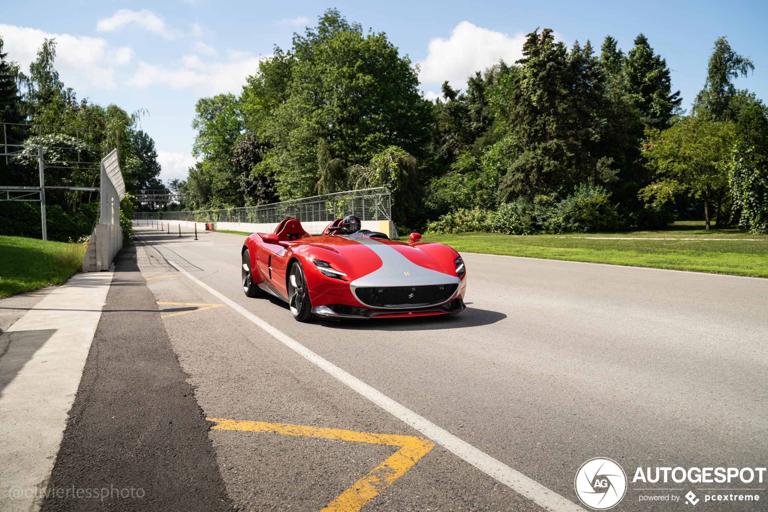 Ferrari Monza SP2 leeft zich uit op stratencircuit