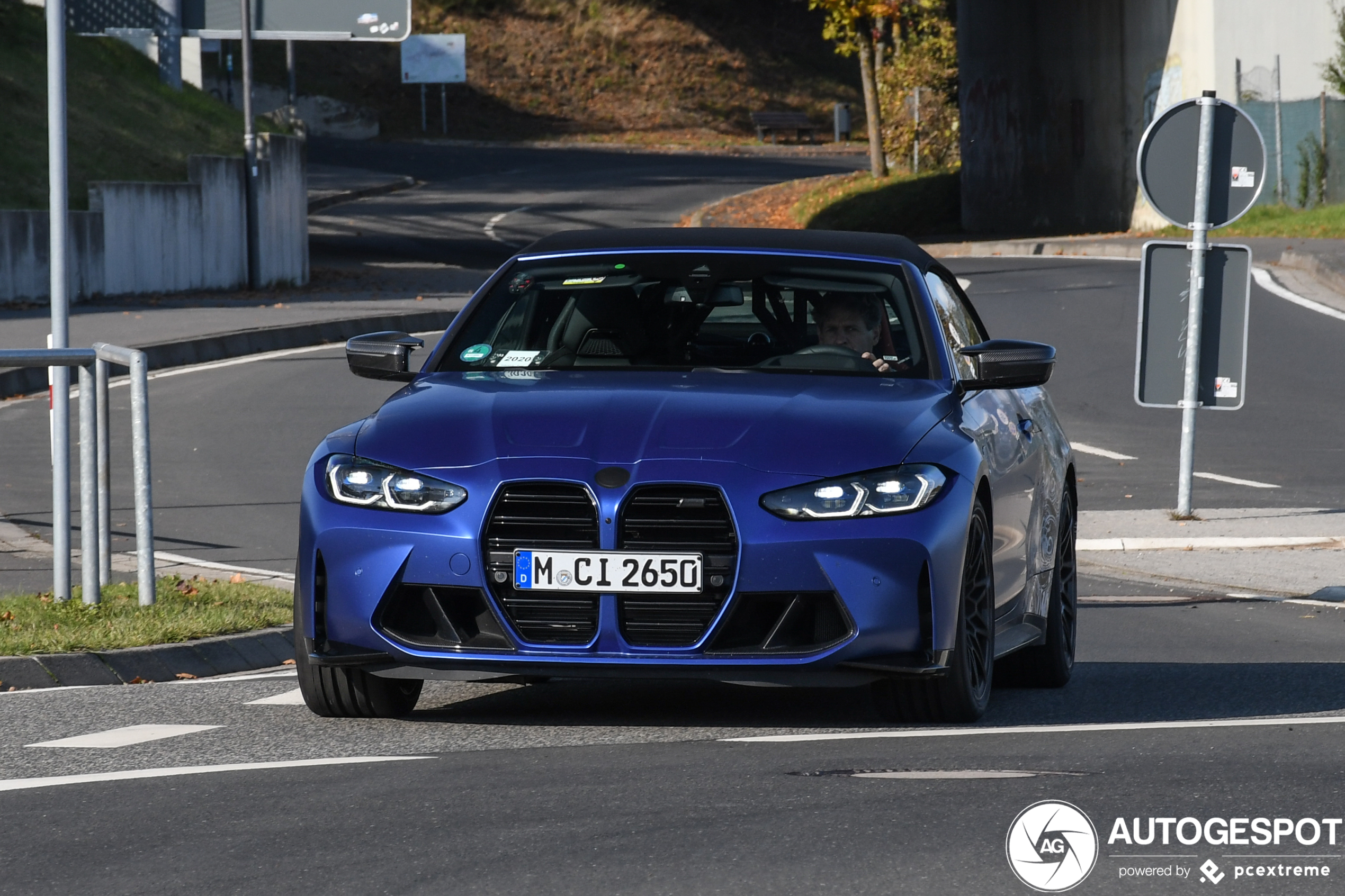 BMW M4 Convertible shows off with less camouflage