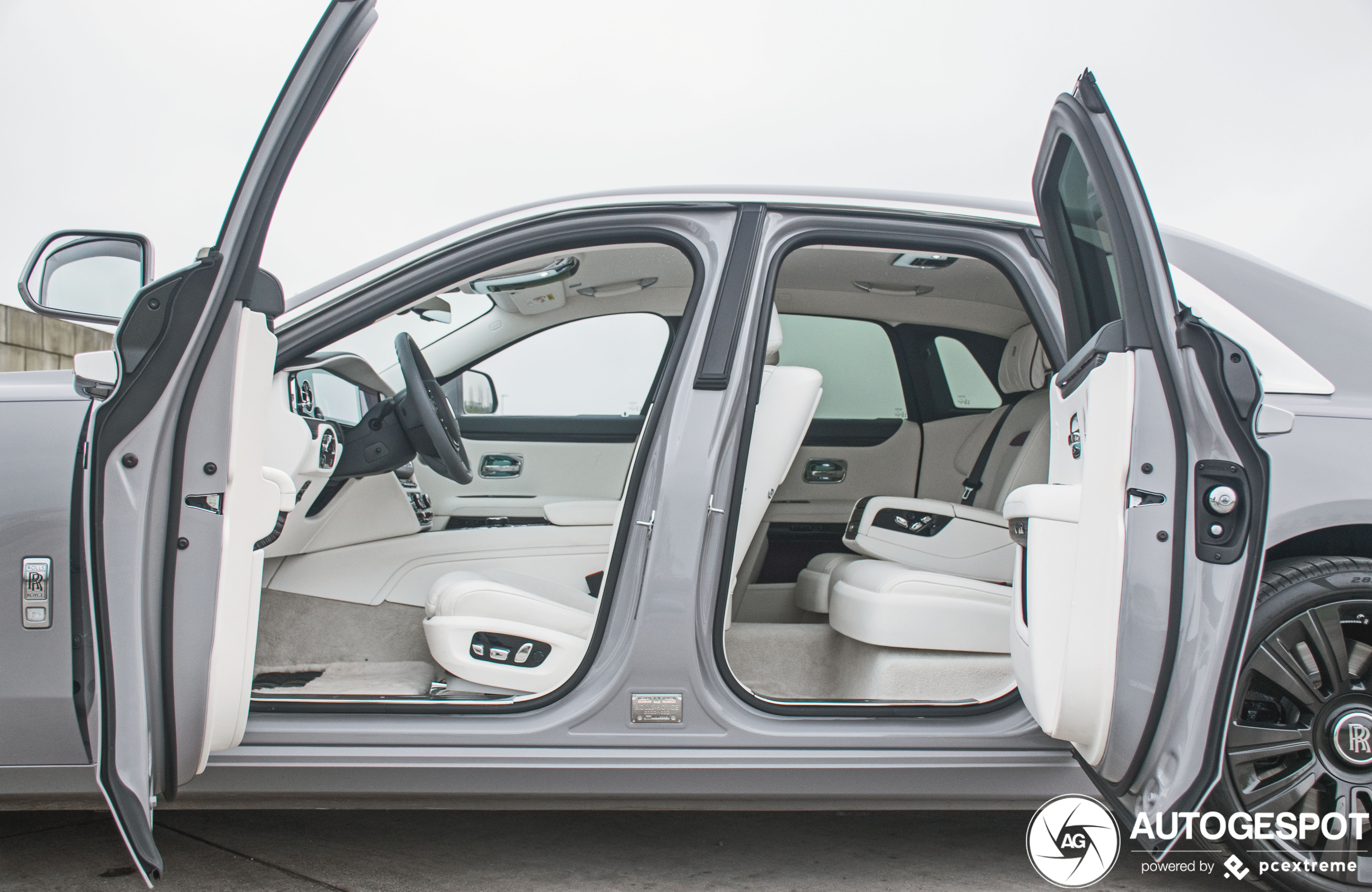 Een kijkje in het interieur van de nieuwe Rolls-Royce Ghost