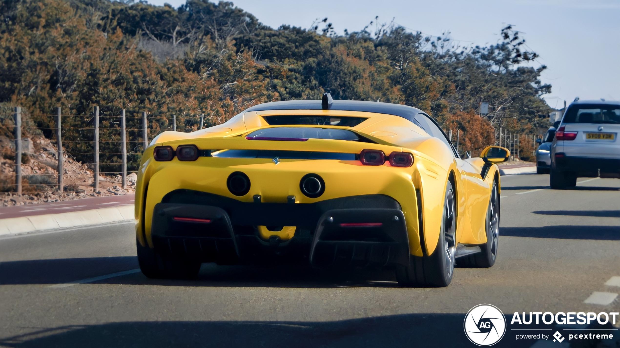 Zo gaat het hard: Ferrari SF90 Stradale in Portugal